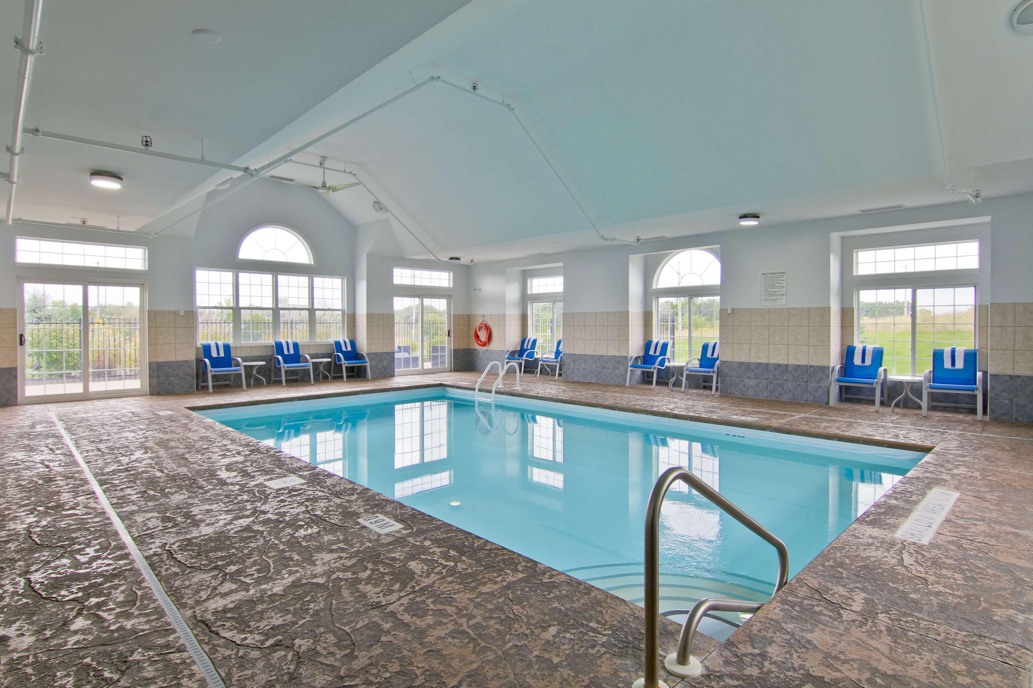 Best western plus woodstock inn suites woodstock on - Woodstock swimming pool opening hours ...