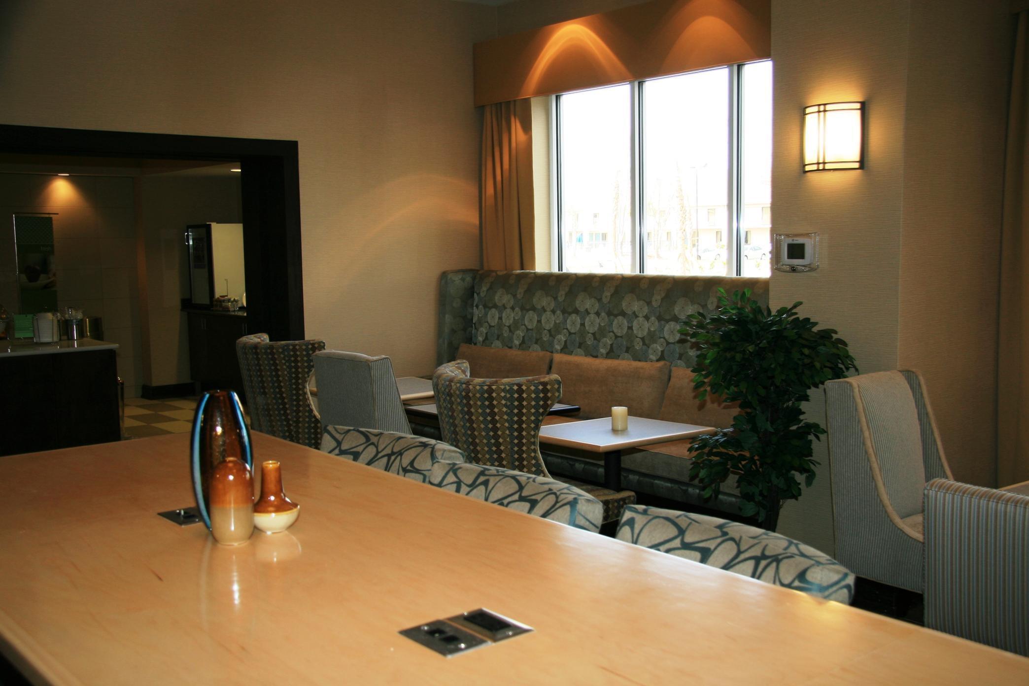 Hampton Inn & Suites Brunswick image 0