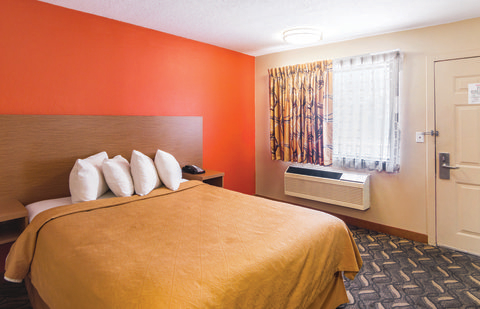 Quality Inn & Suites Six Flags Area image 1