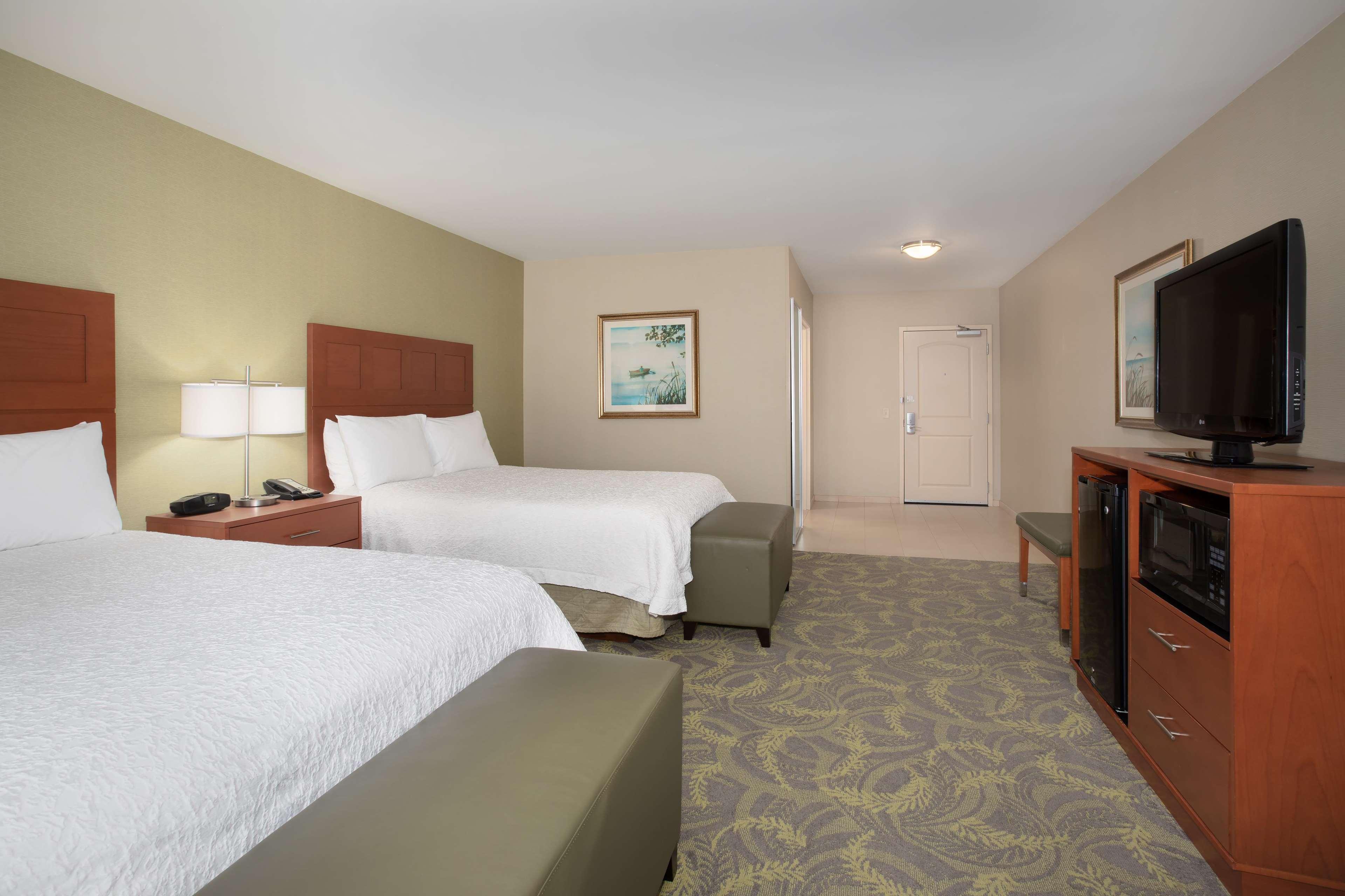 Hampton Inn & Suites Astoria image 32