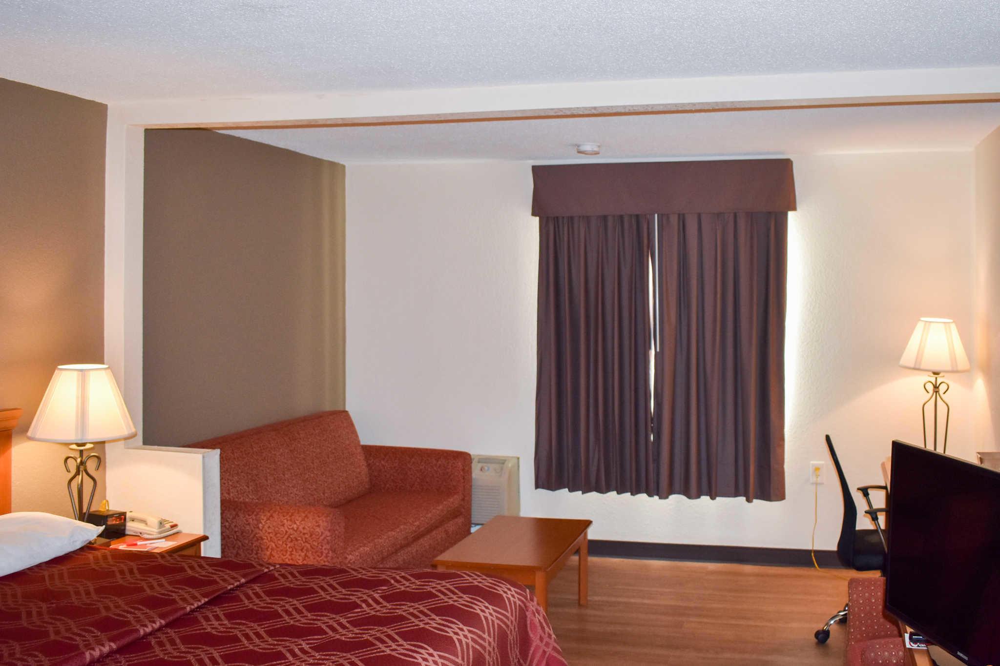 Econo Lodge Inn & Suites - Closed image 20