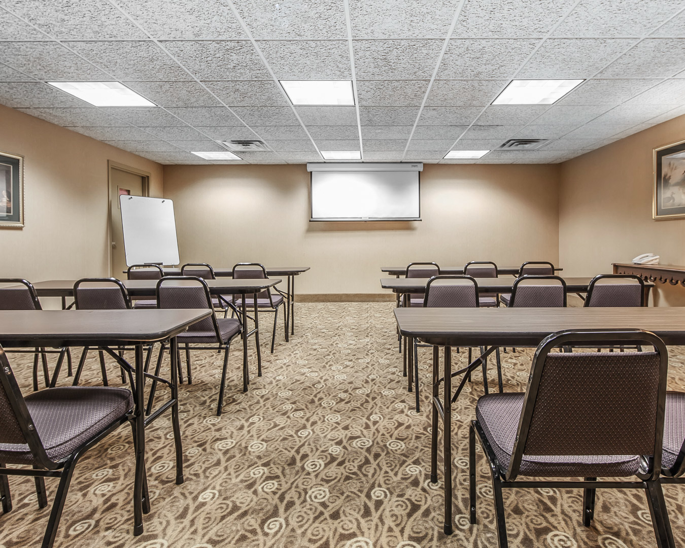 Comfort Suites Airport image 4