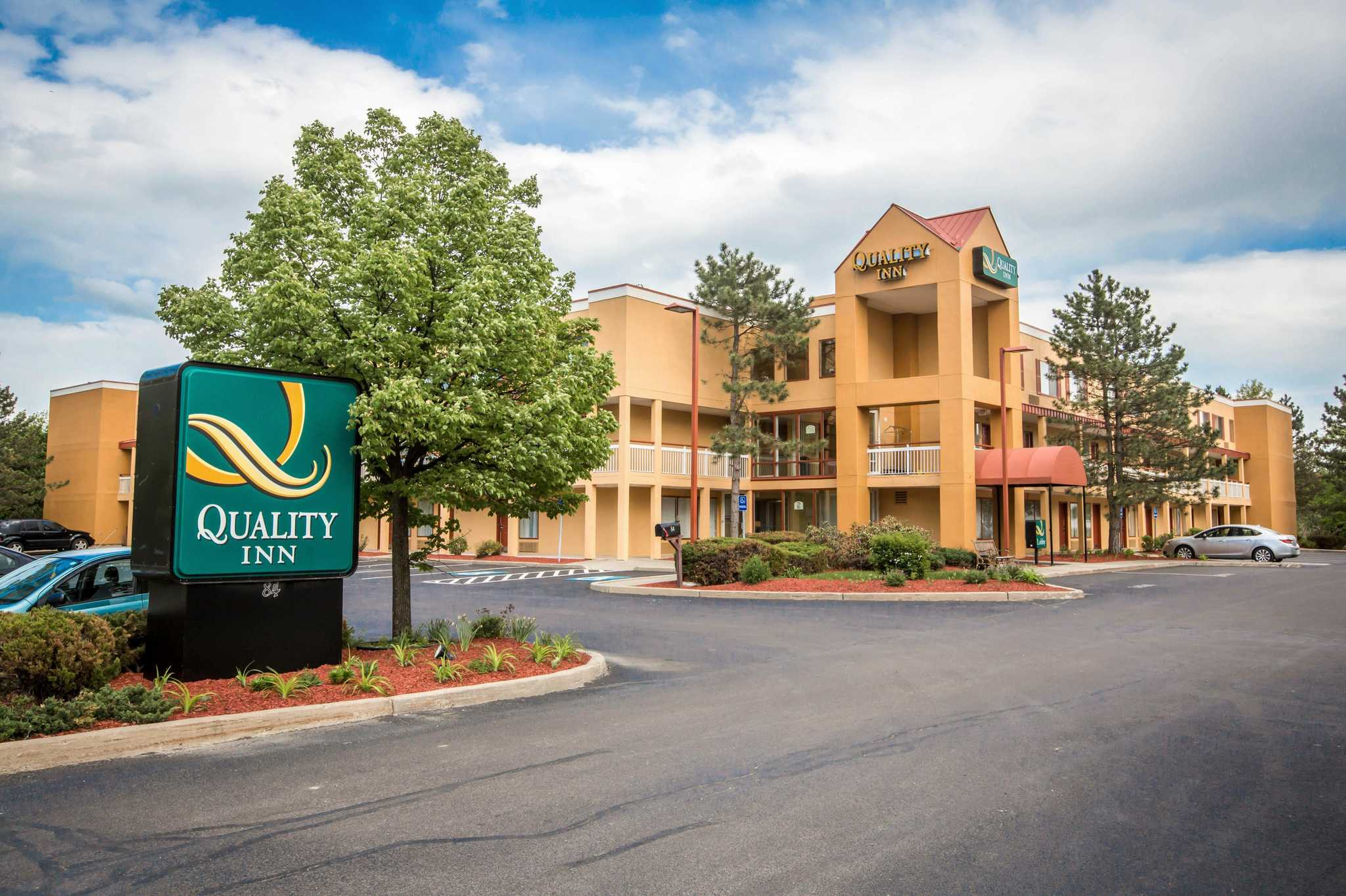 Quality Inn Colchester - Burlington image 0