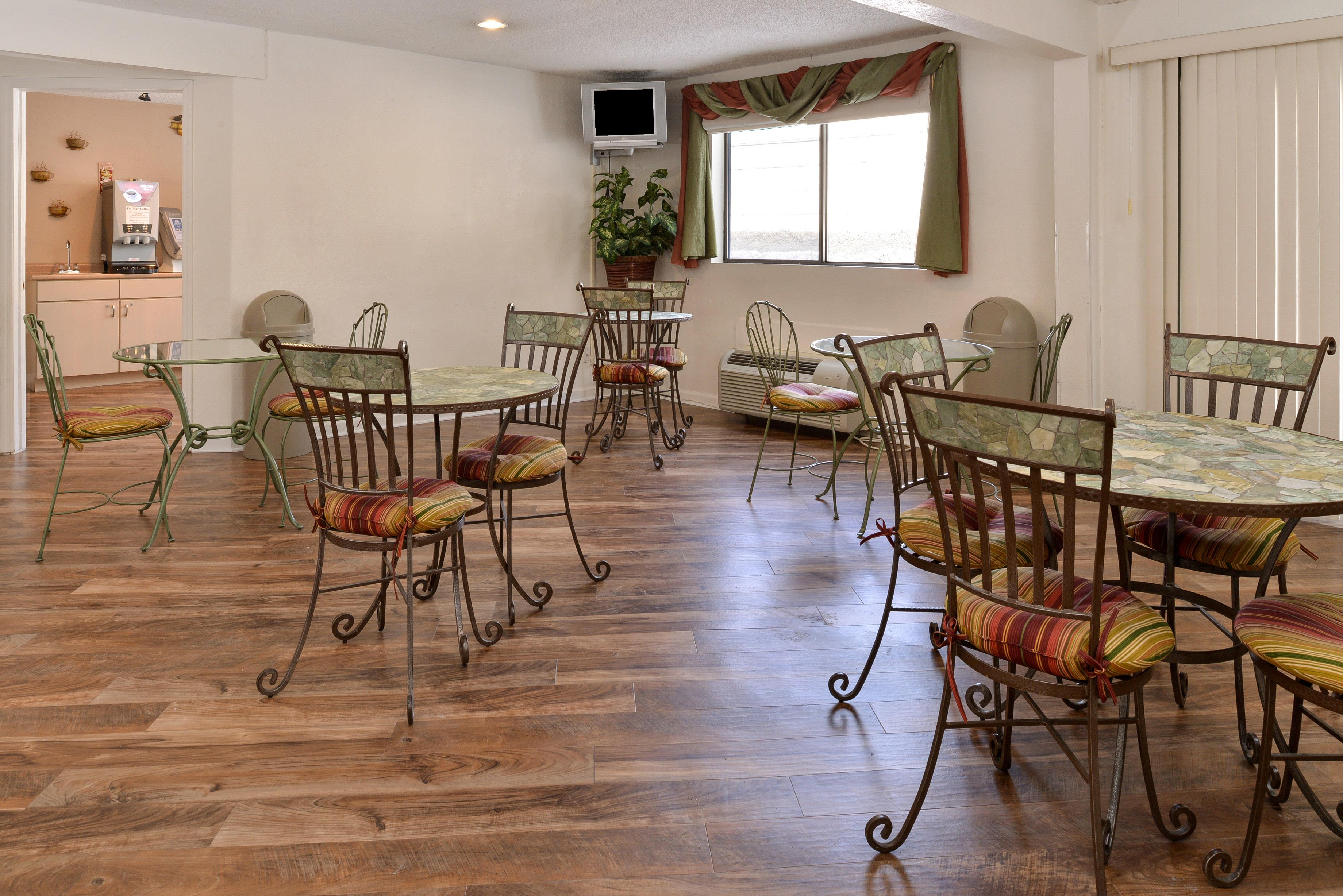 Americas Best Value Inn - New Paltz image 27