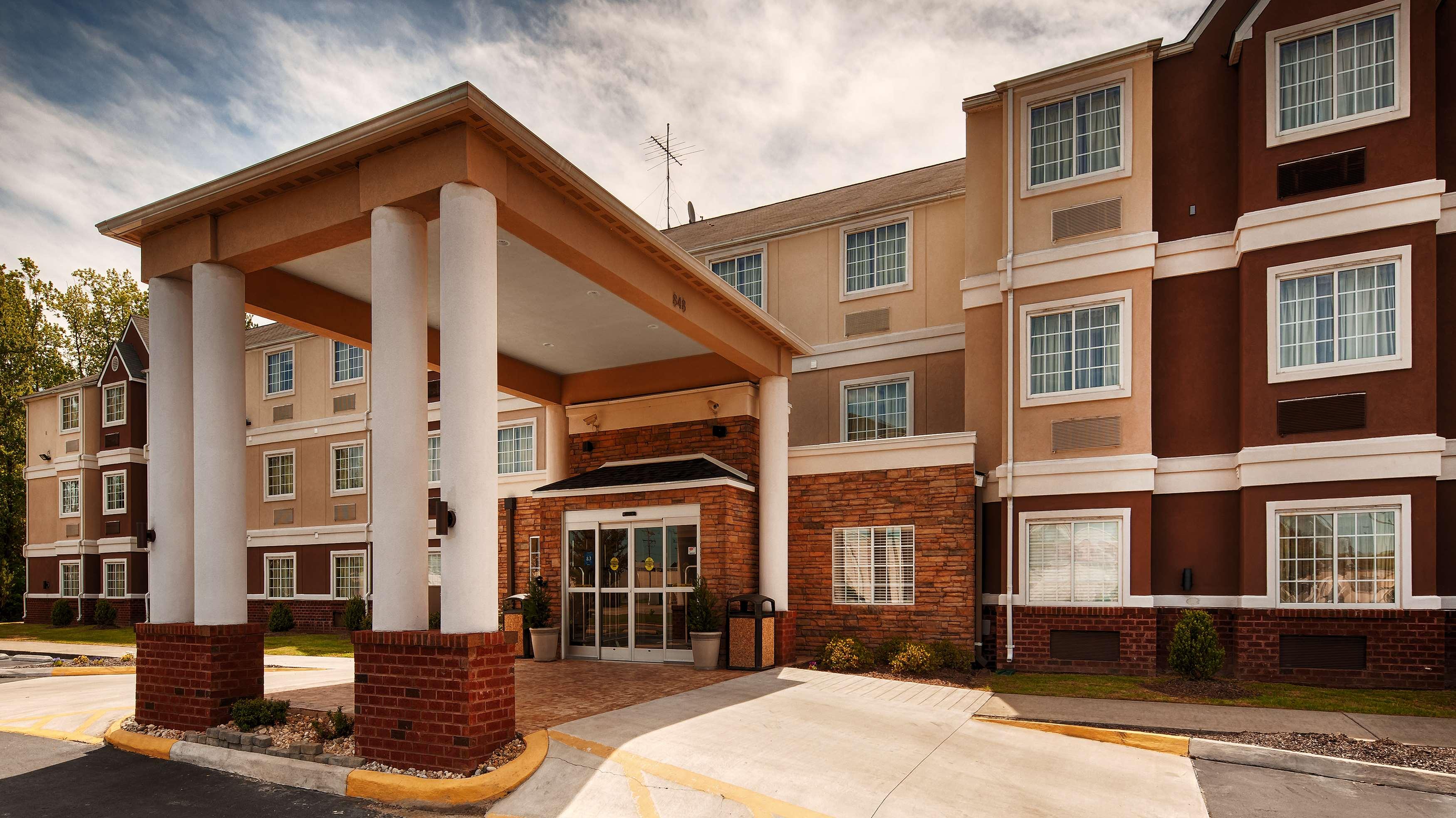 Best Western Plus Elizabeth City Inn & Suites image 0