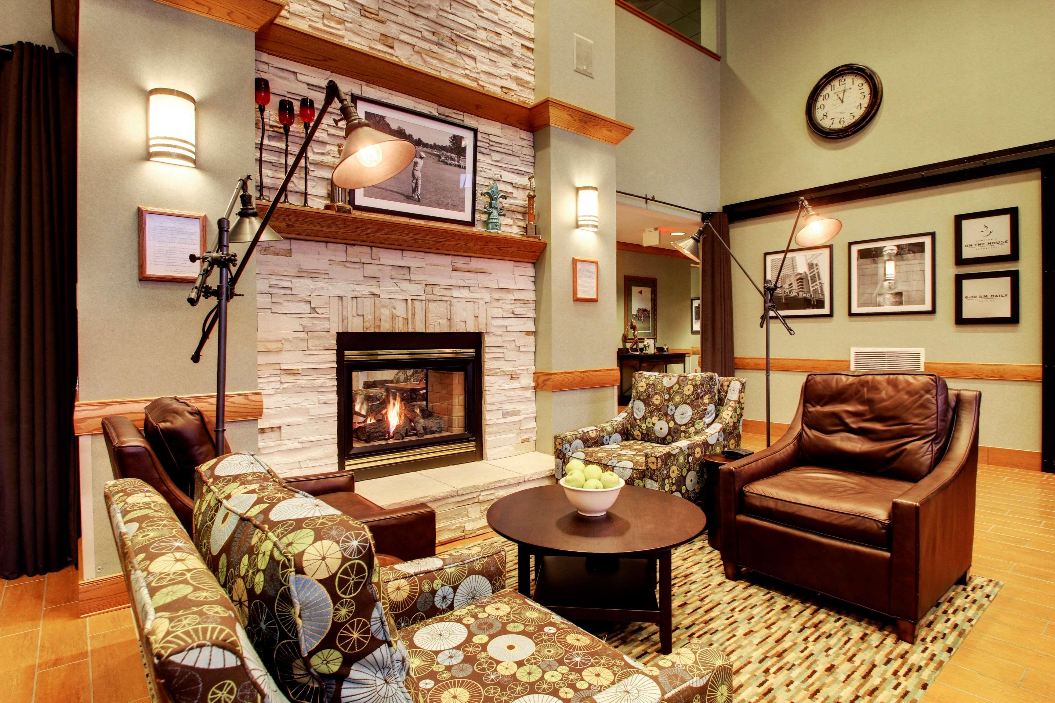 Hampton Inn & Suites Chicago/Aurora image 5
