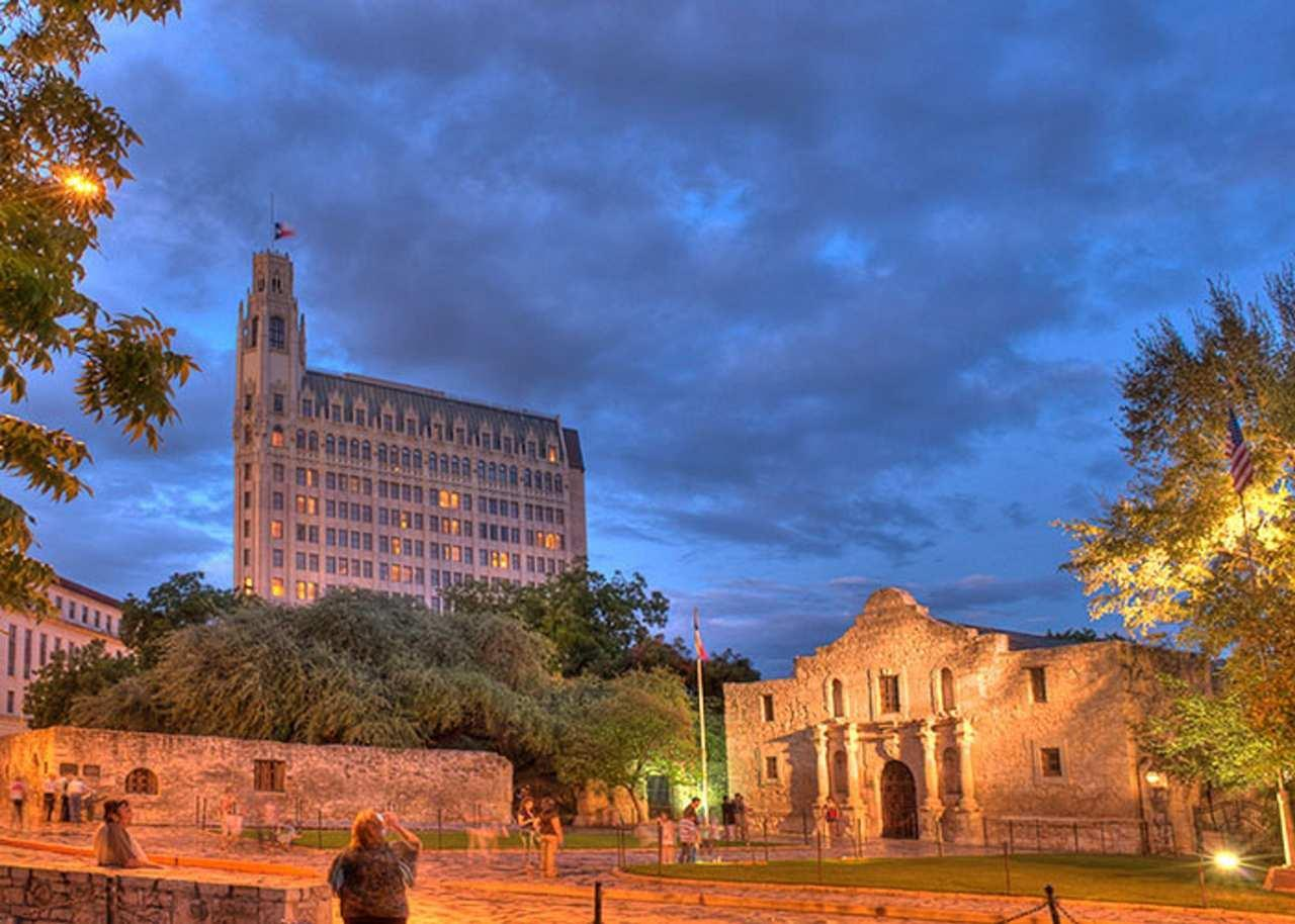 The Emily Morgan San Antonio - a DoubleTree by Hilton Hotel image 2