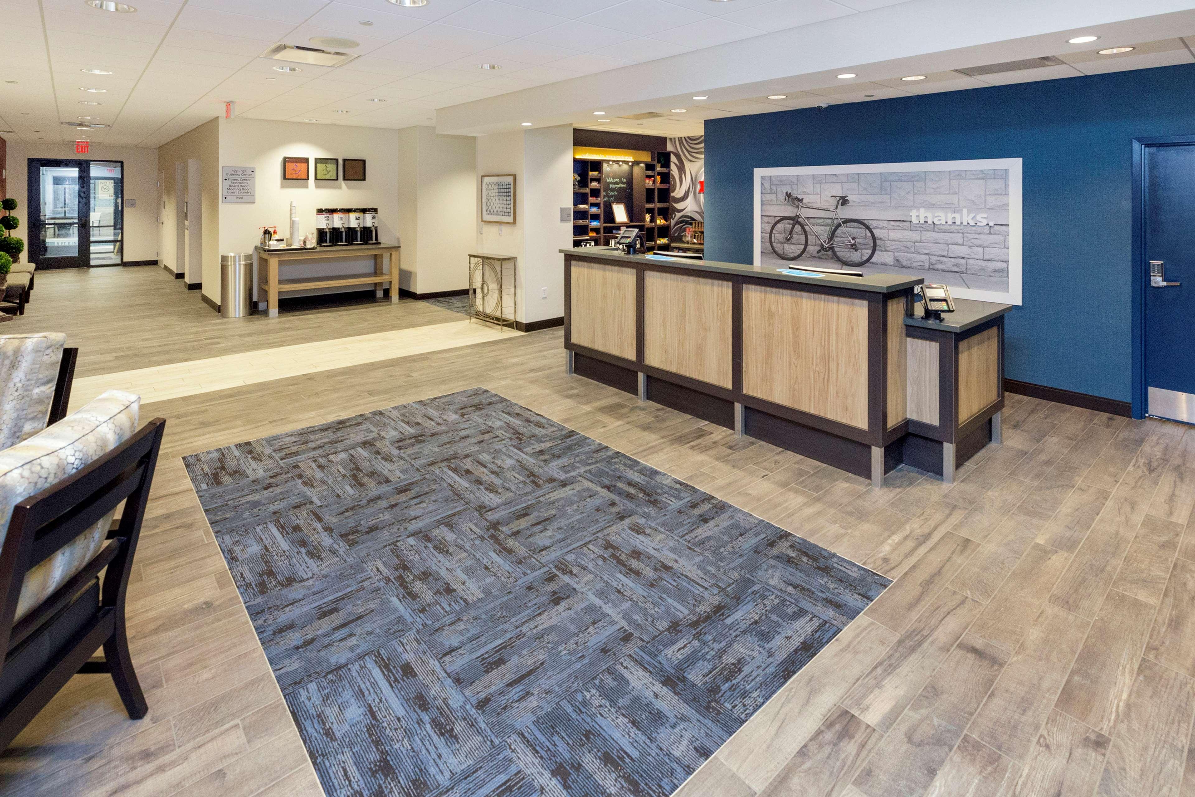 Hampton Inn & Suites Morgantown / University Town Centre image 1