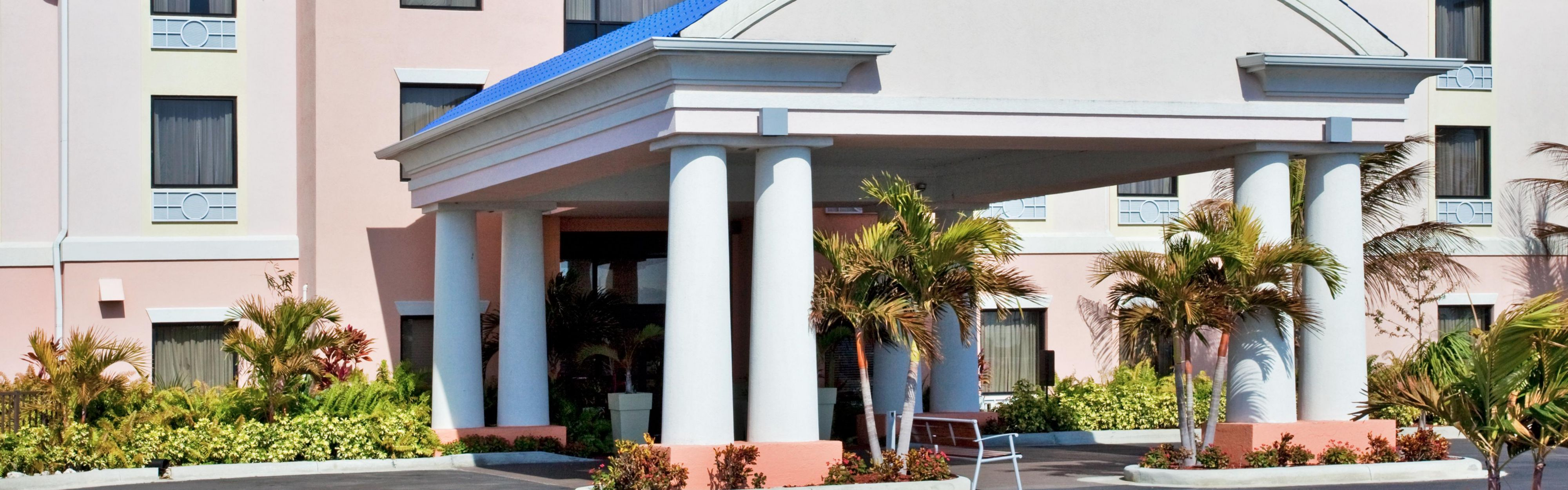 Holiday Inn Express & Suites Lake Okeechobee