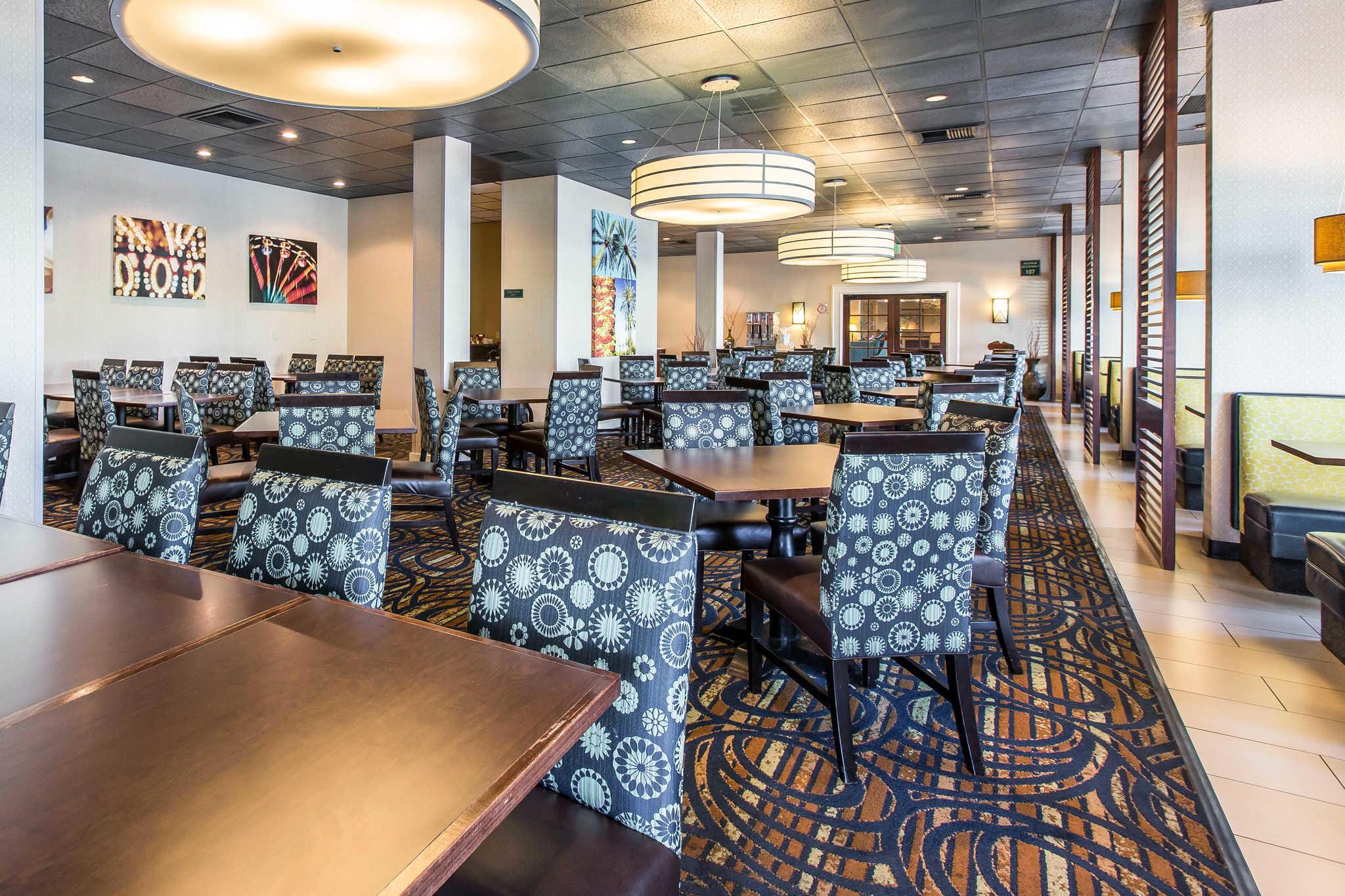 Clarion Hotel Anaheim Resort image 13
