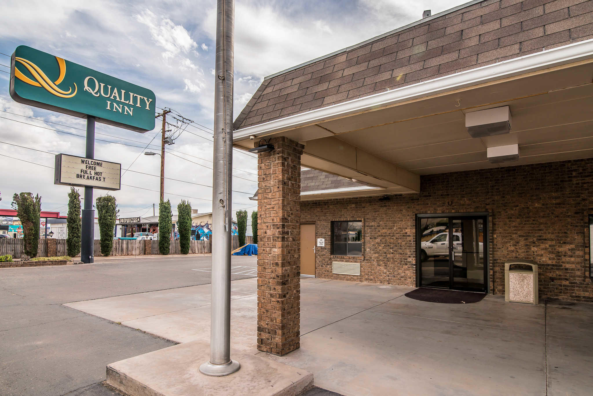 Quality Inn & Suites Near White Sands National Monument image 2