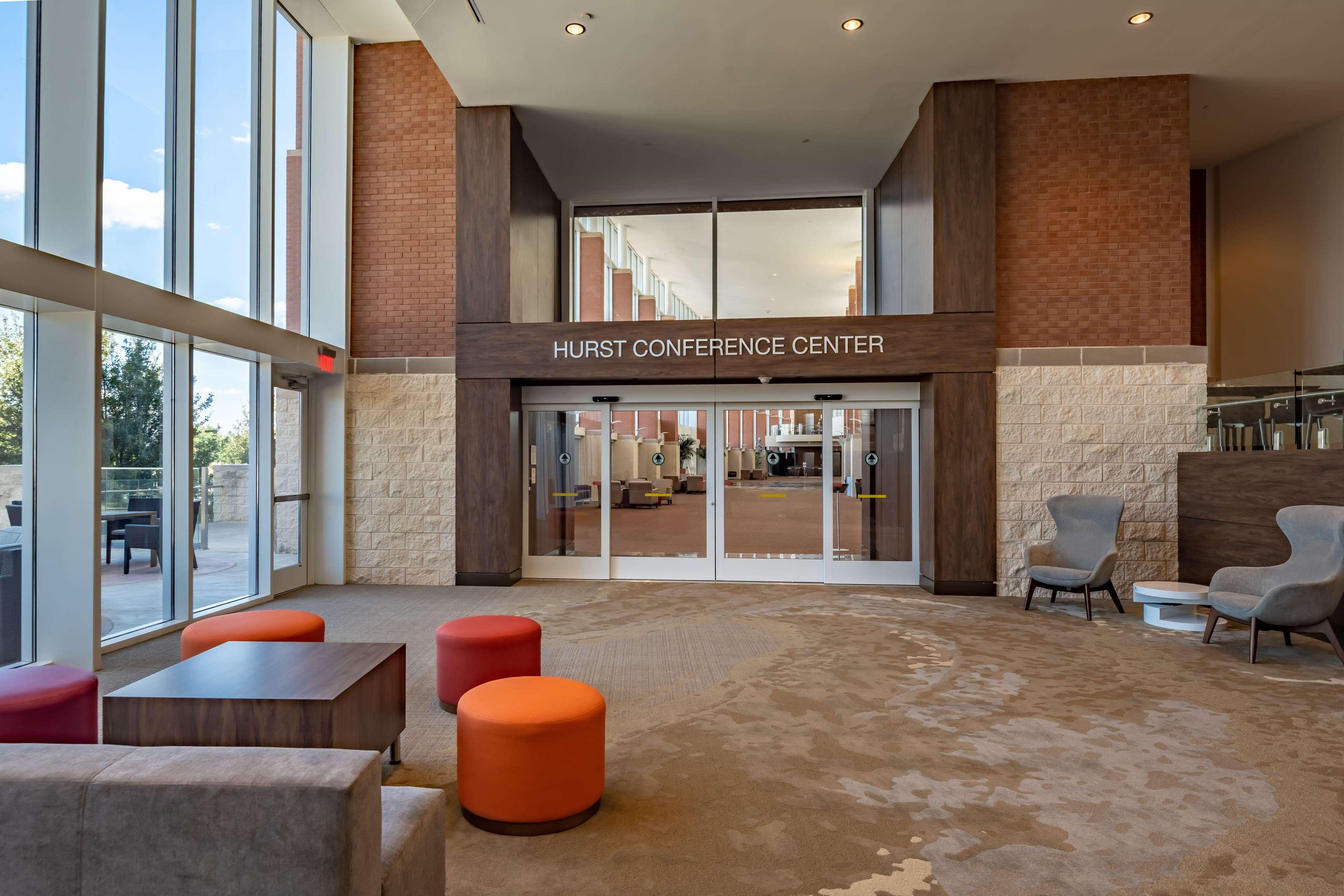 Hilton Garden Inn Dallas at Hurst Conference Center image 9