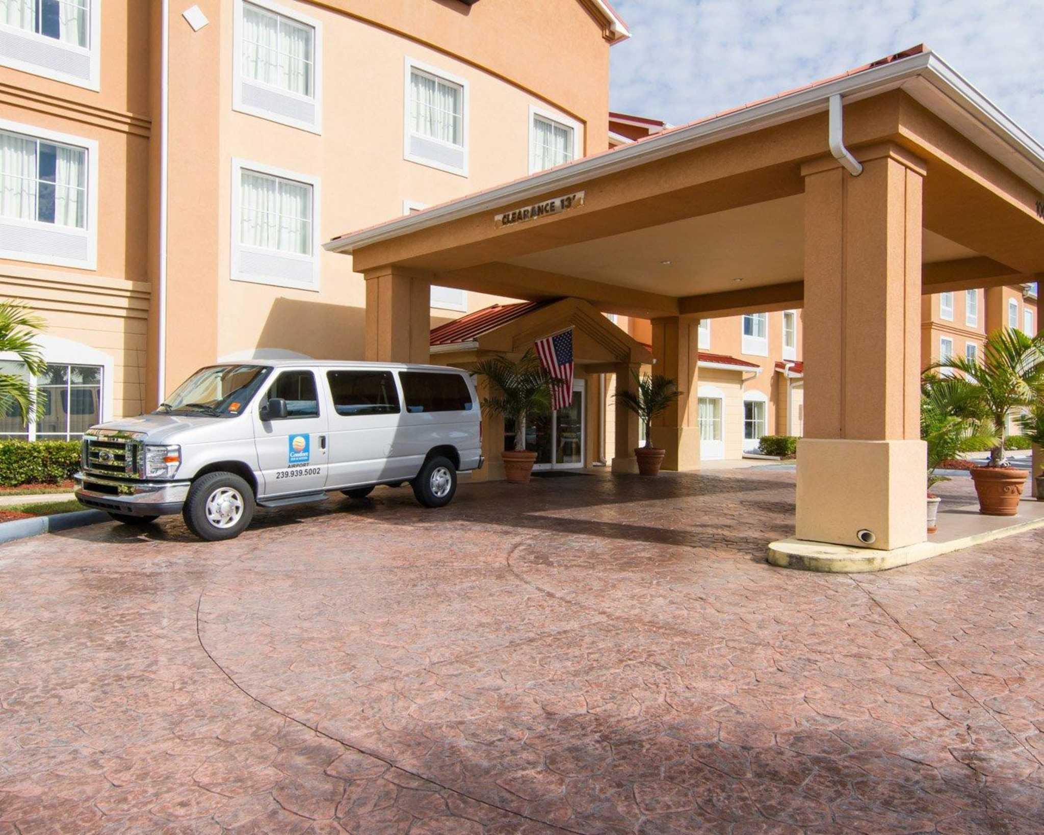 Comfort Inn & Suites Airport image 3