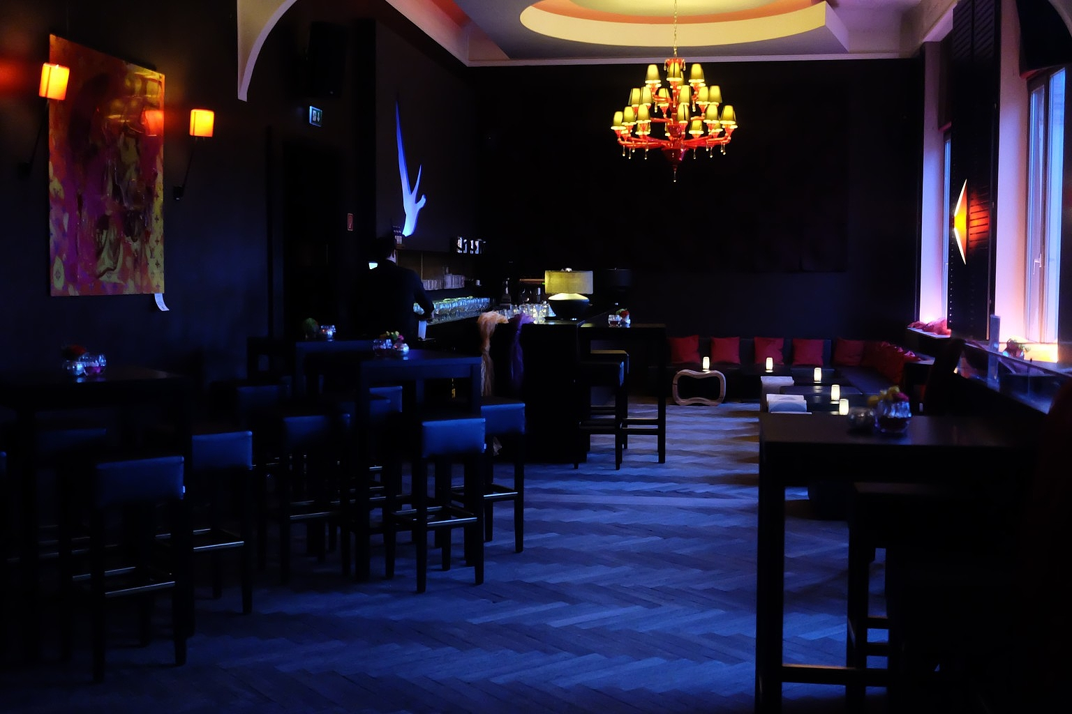 Sitzbereiche in der Onyx Bar der Kameha Suite