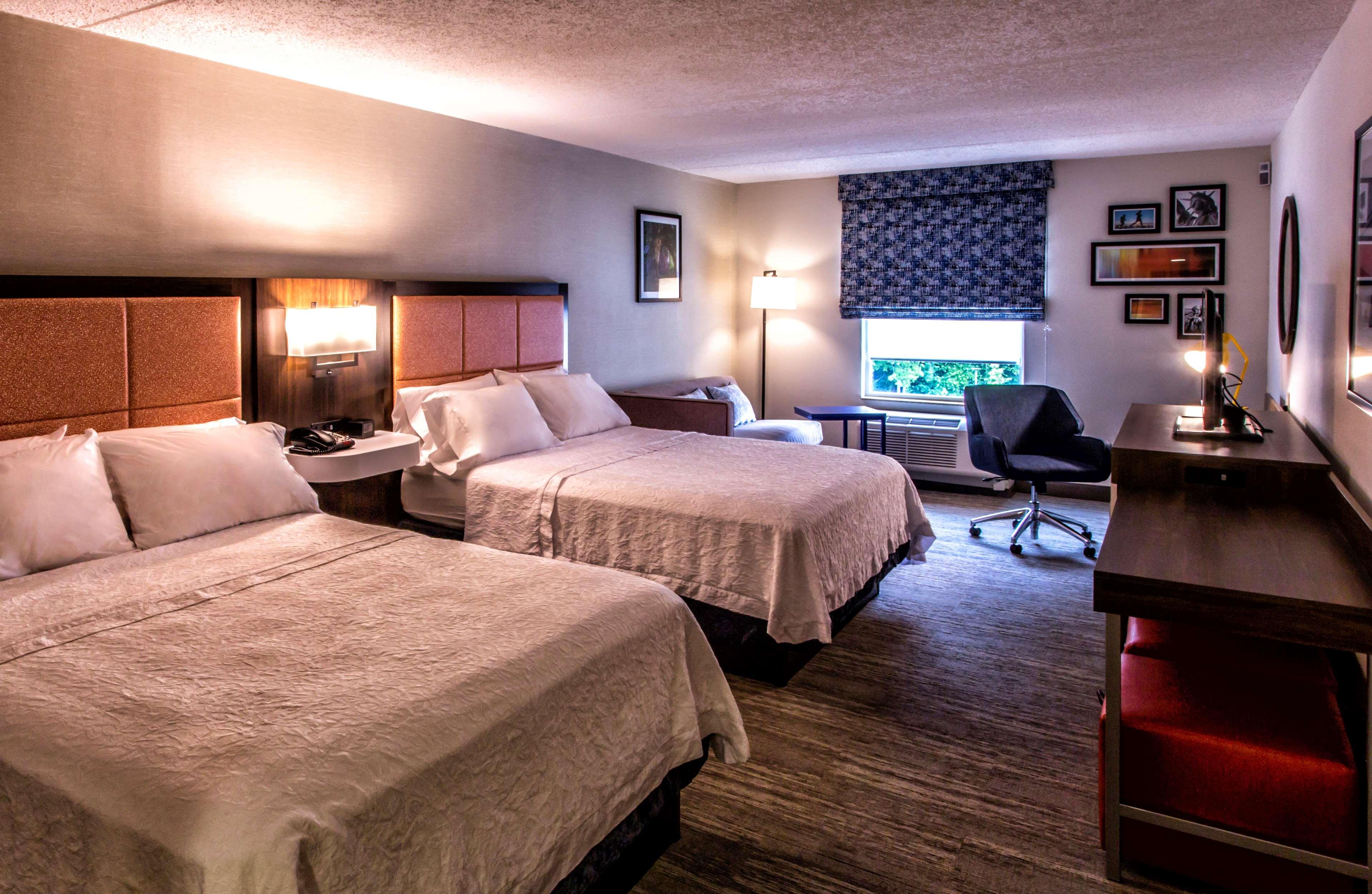 Hampton Inn & Suites Staten Island image 32