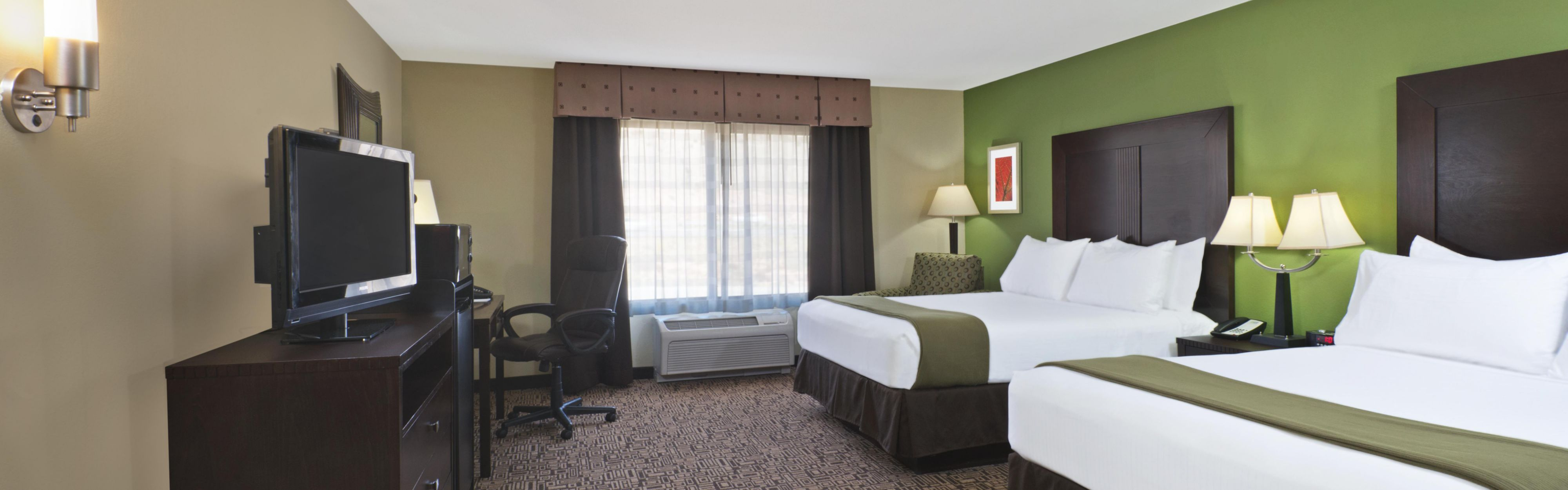Holiday Inn Express & Suites Richfield image 1