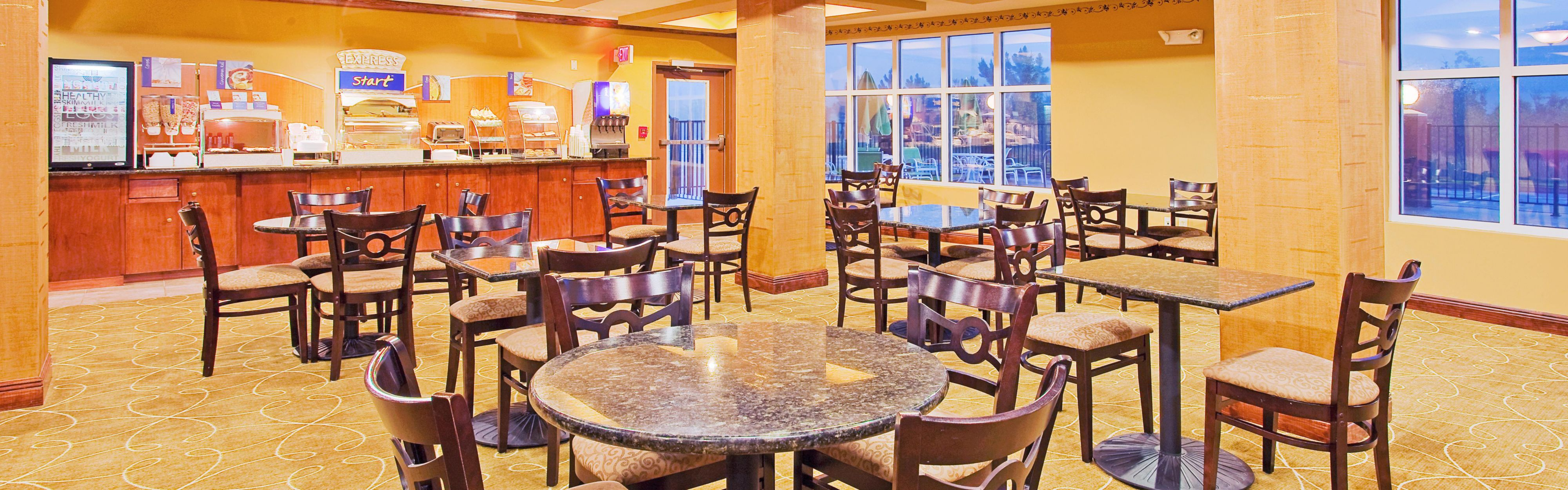 Holiday Inn Express & Suites Foley - N Gulf Shores image 3