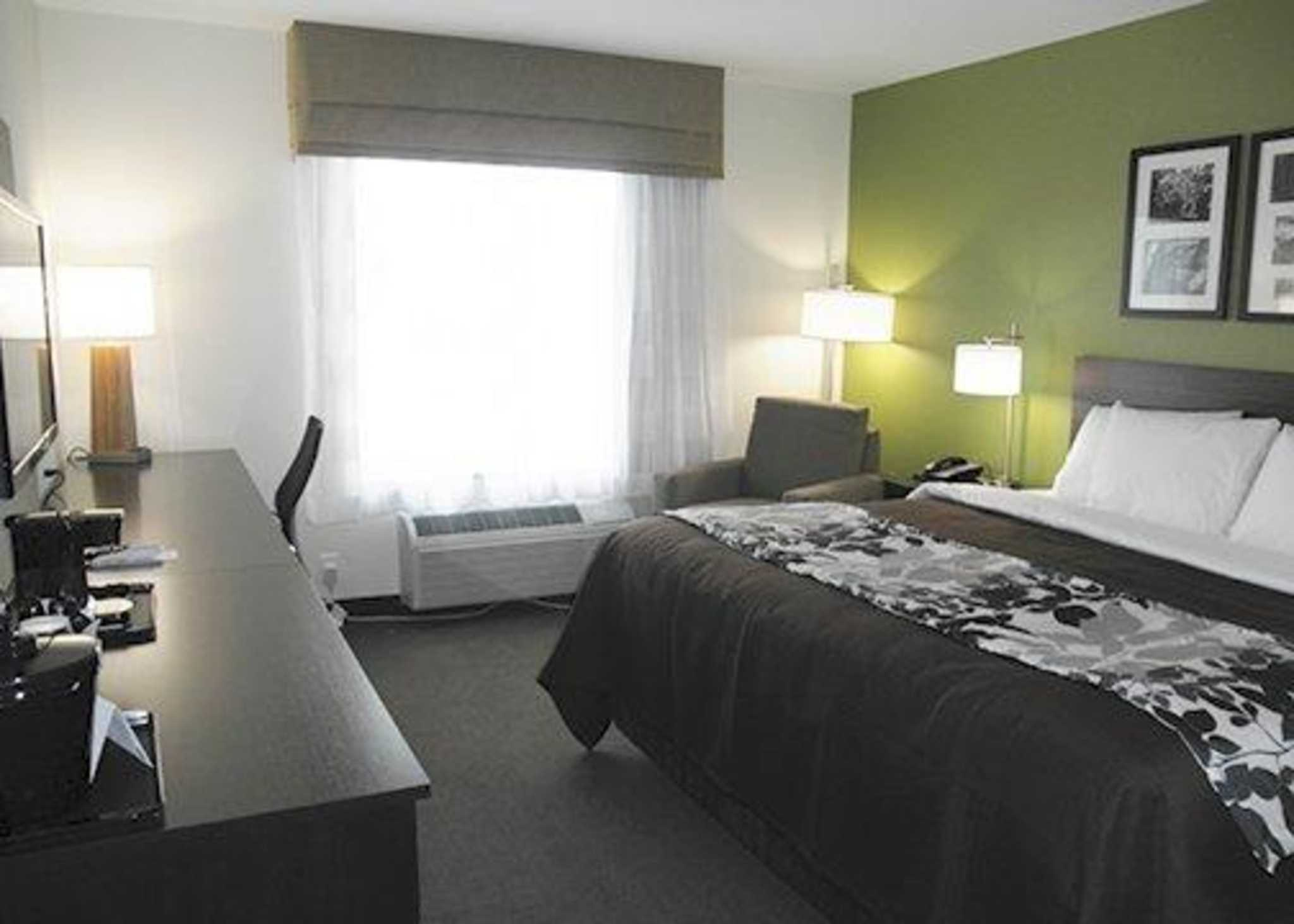 Sleep Inn & Suites Belmont / St. Clairsville image 1