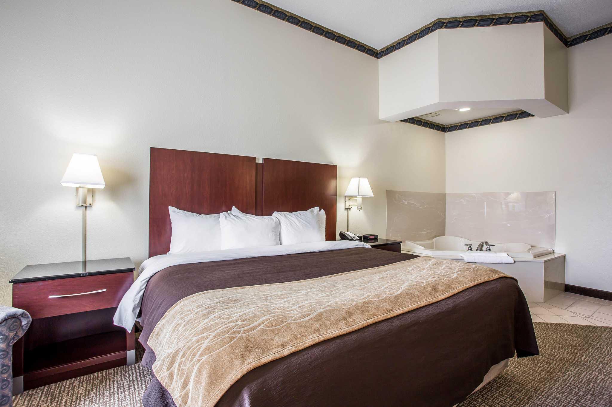 Comfort Inn & Suites Ft.Jackson Maingate image 0