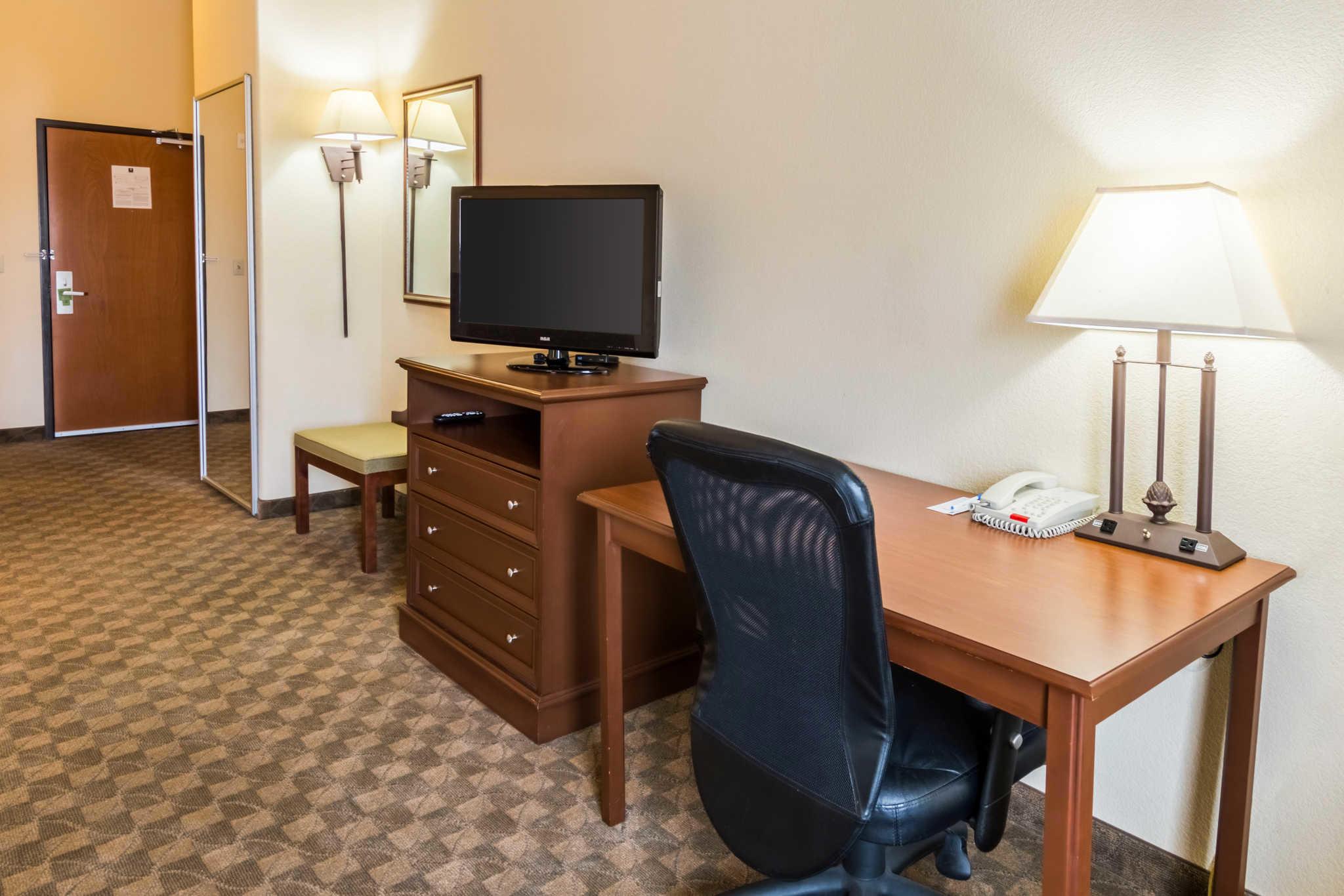 Comfort Inn & Suites near Comanche Peak image 20