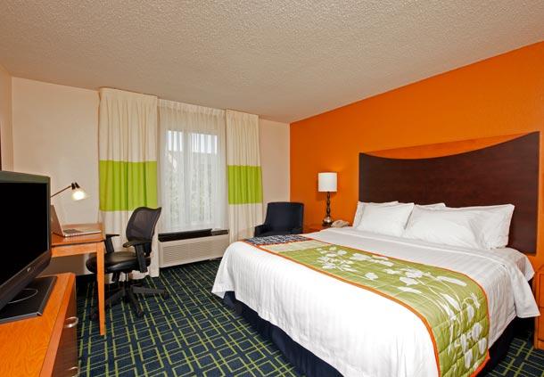 Fairfield Inn & Suites by Marriott Chicago Naperville image 3
