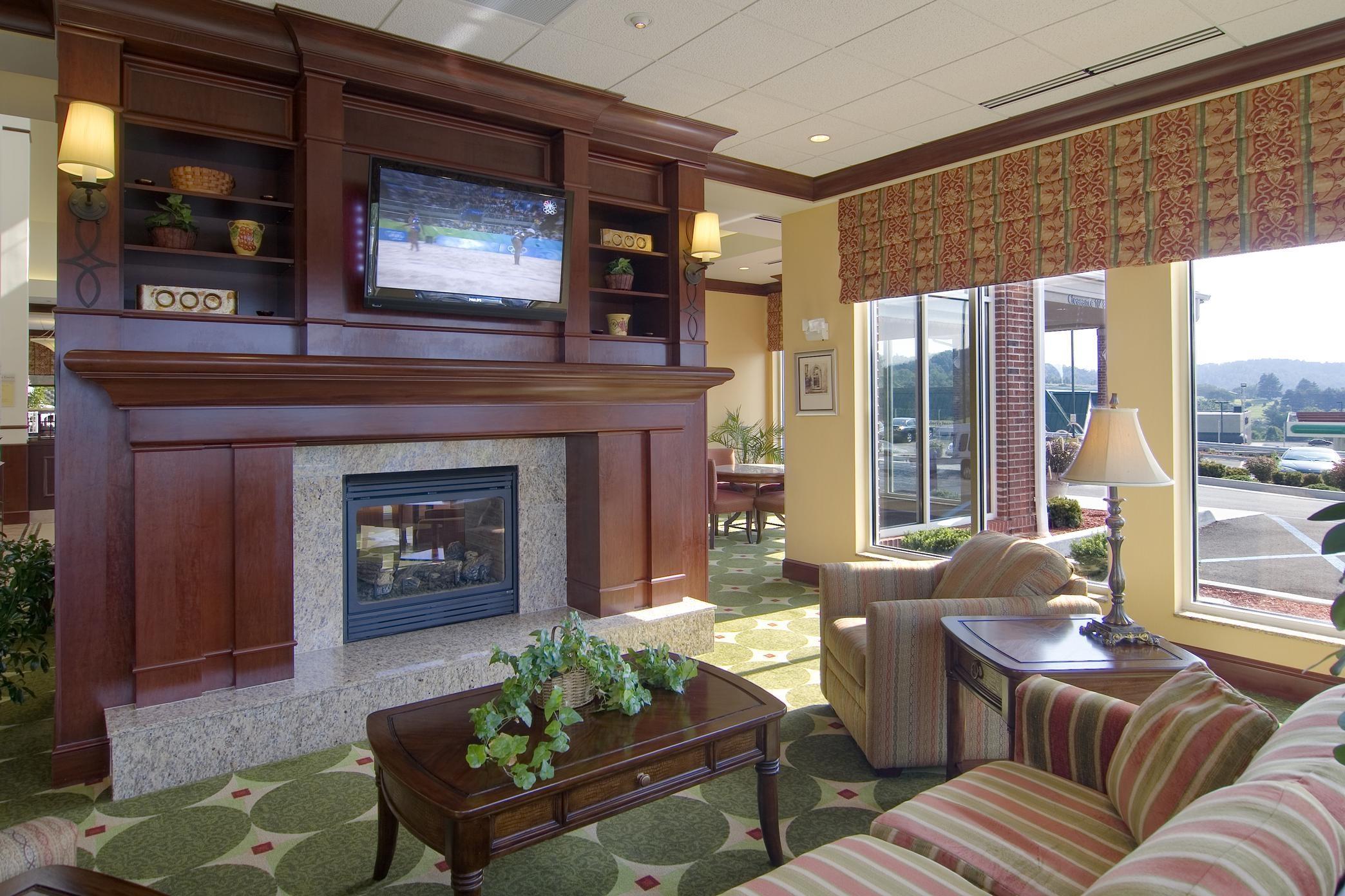 Hilton Garden Inn Clarksburg image 2