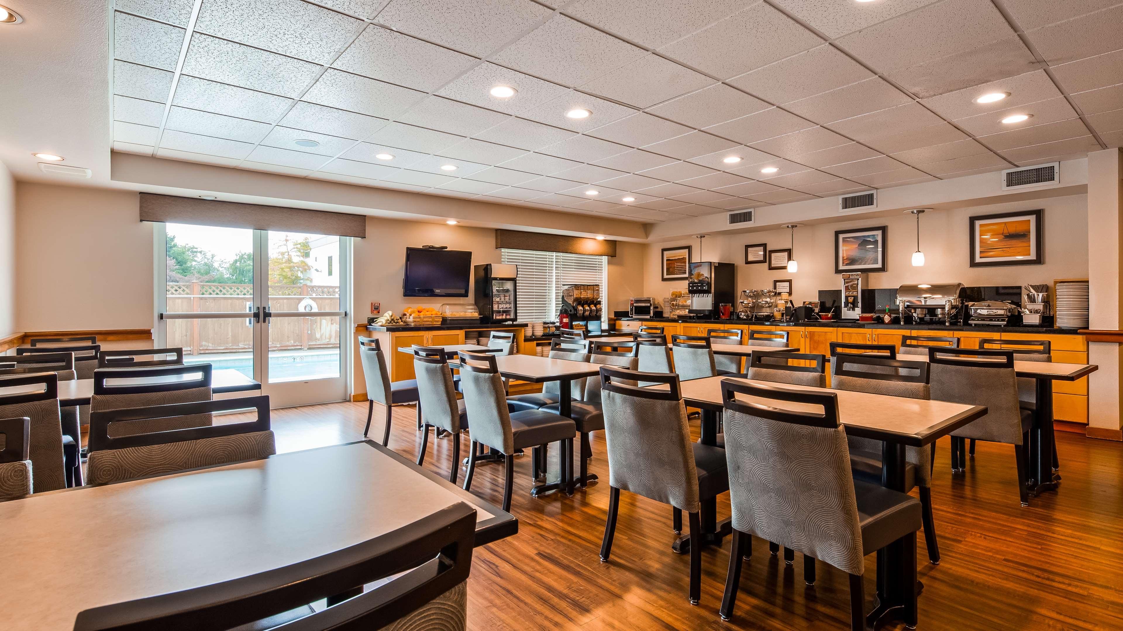 Best Western Plus Edmonds Harbor Inn image 16