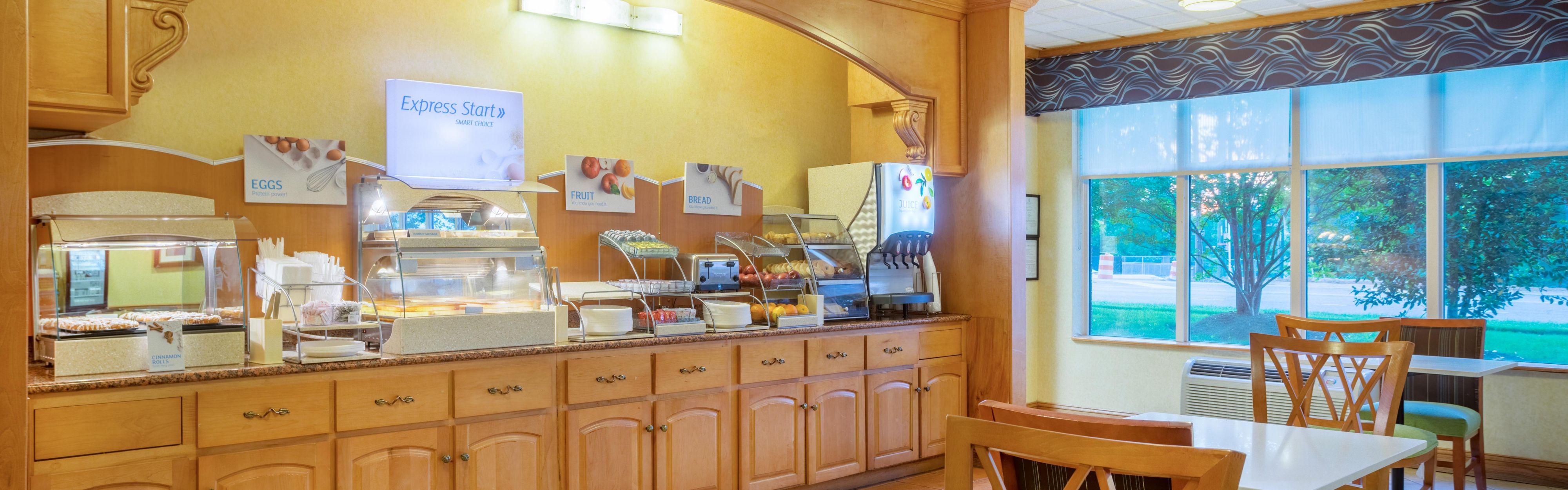 Holiday Inn Express & Suites Woodbridge image 3