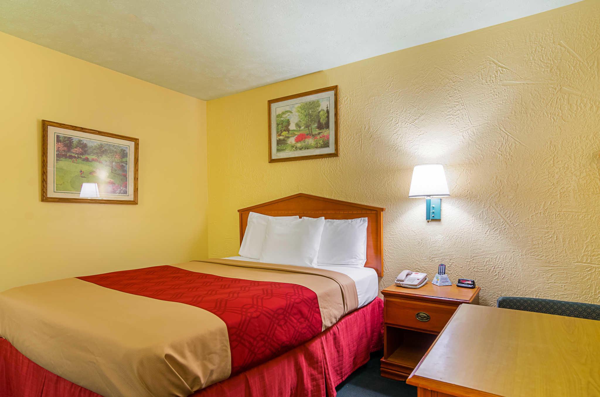 Econo Lodge Lansing - Leavenworth image 9