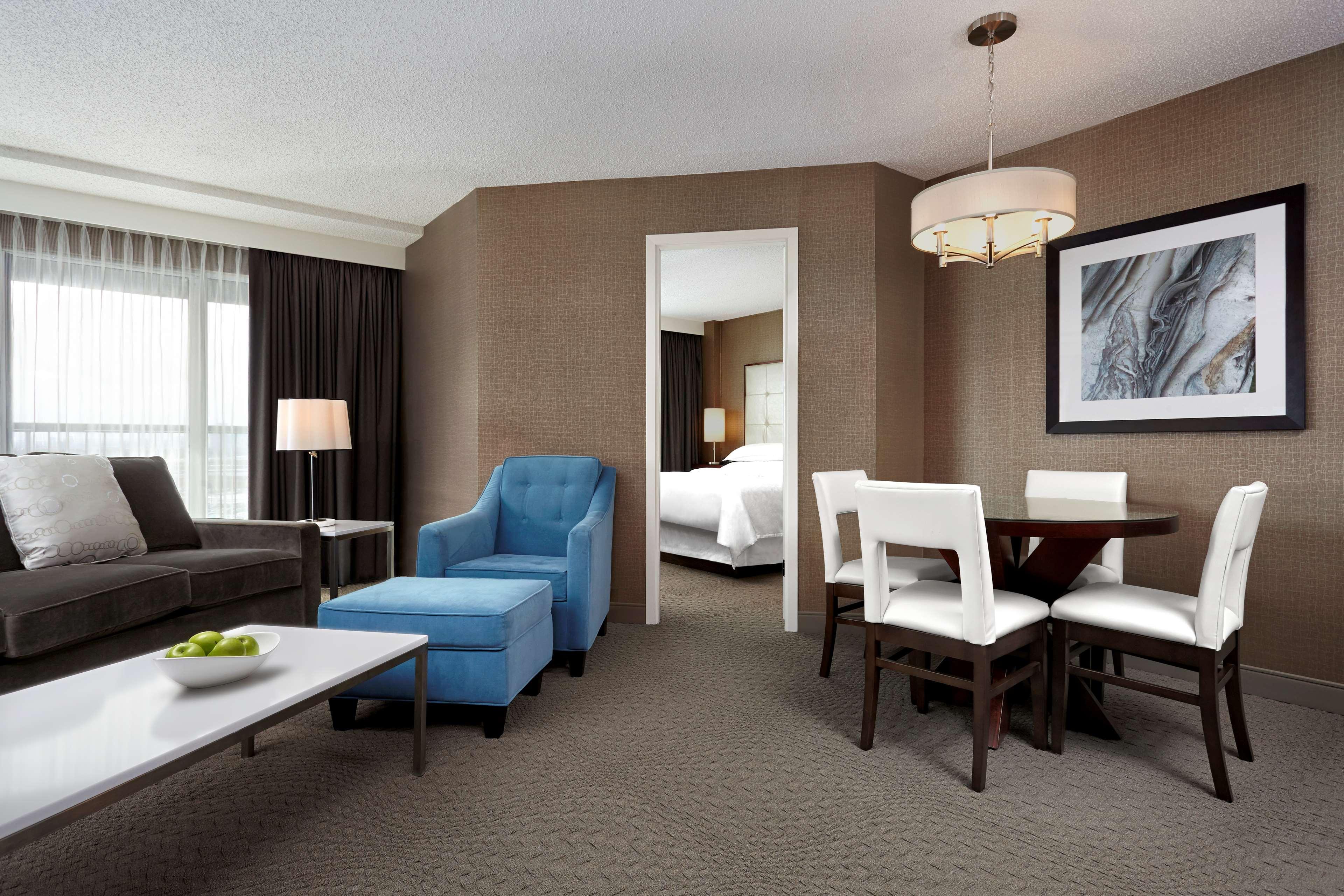 Sheraton Cavalier Calgary Hotel in Calgary: Queen Suite