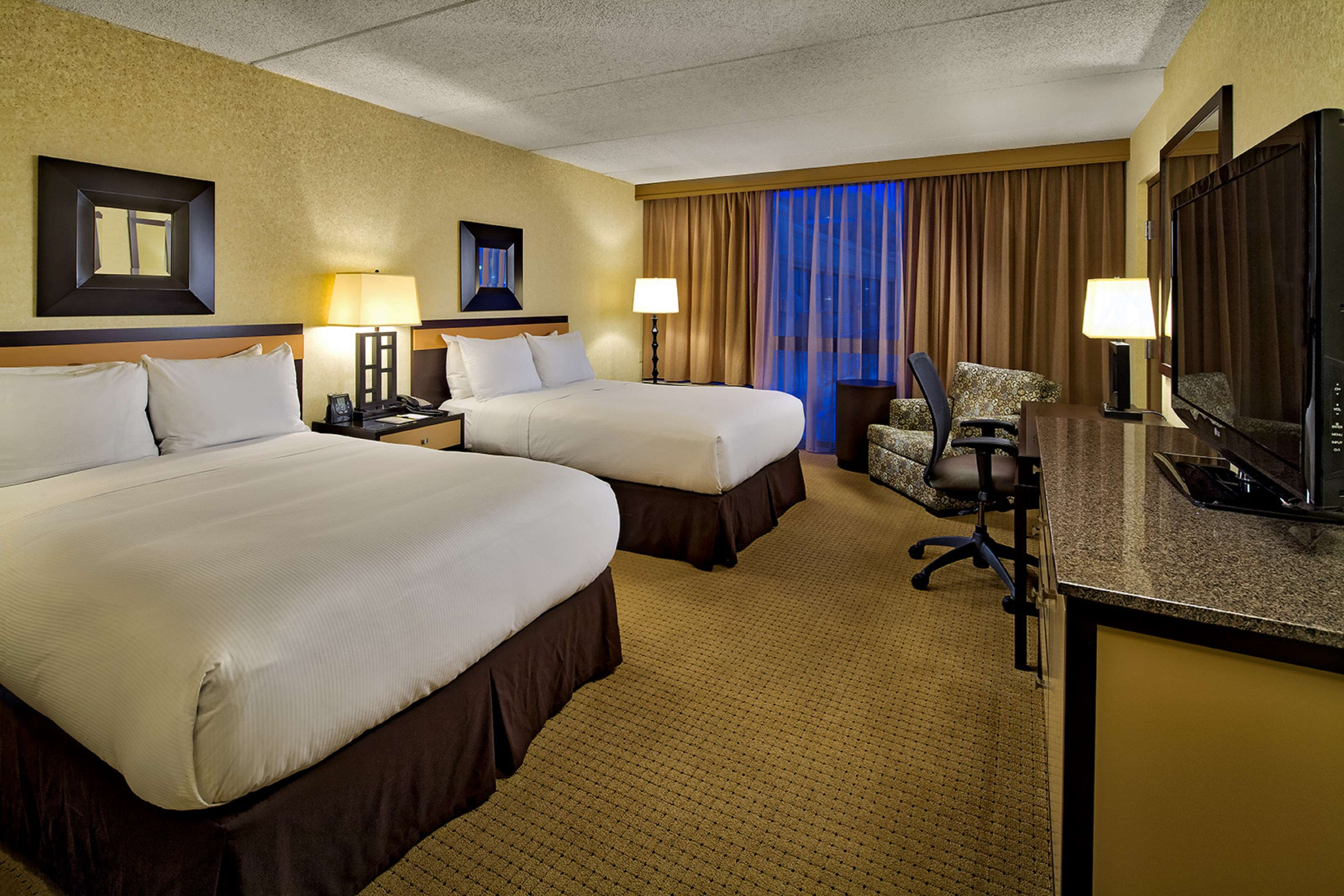 DoubleTree by Hilton Hotel Chicago - Arlington Heights image 3