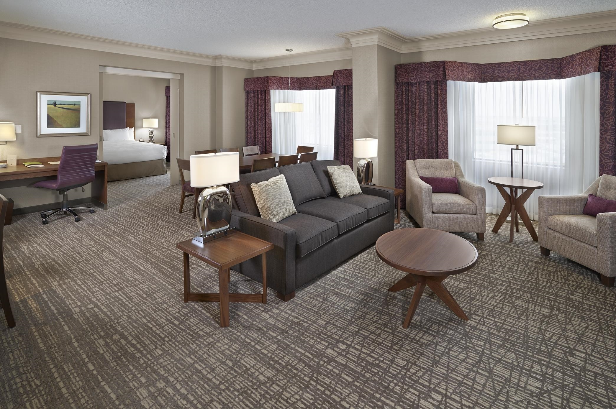 DoubleTree by Hilton Hotel West Edmonton in Edmonton: King Hospitality Suite Living Area