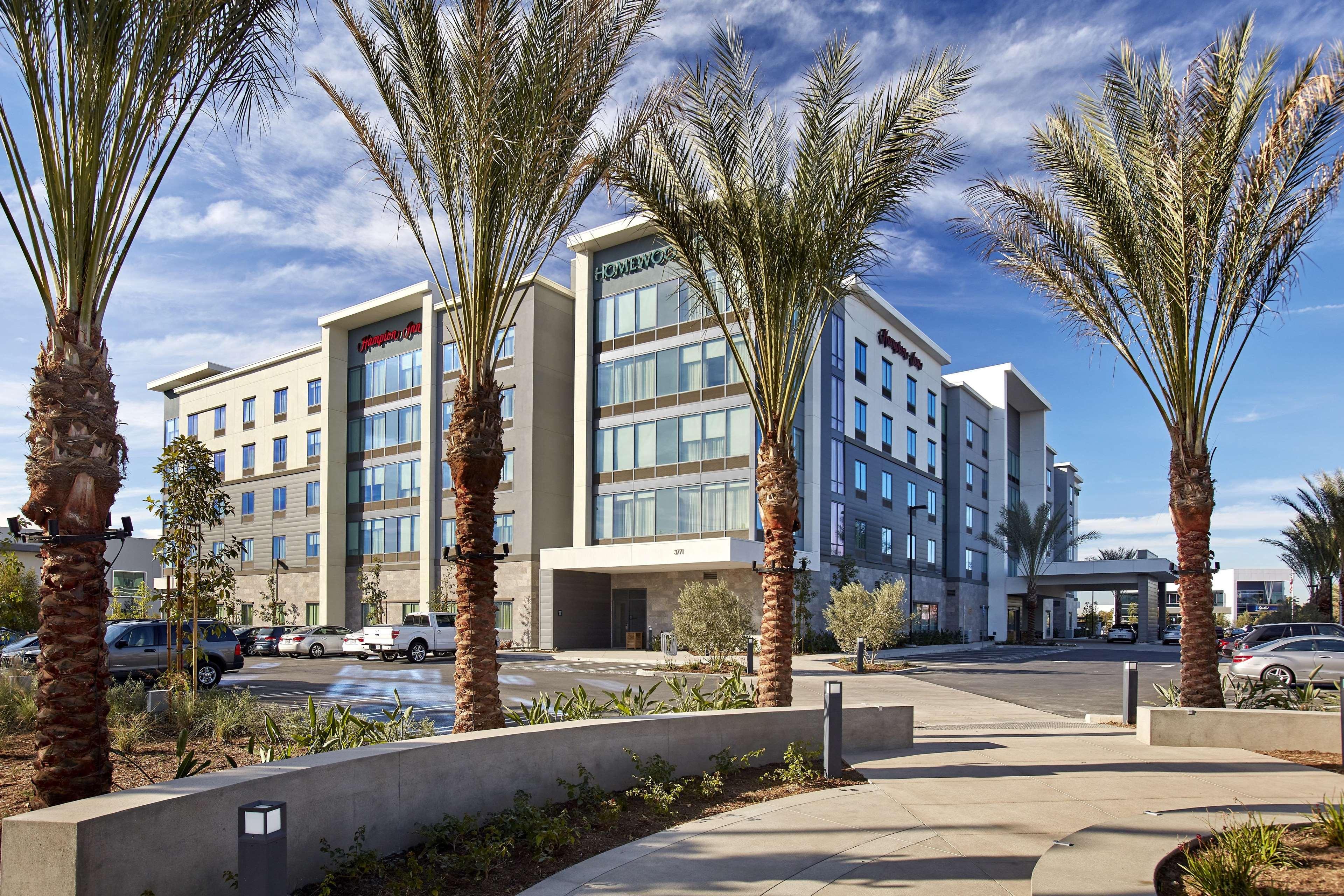 Hampton Inn Long Beach Airport image 0