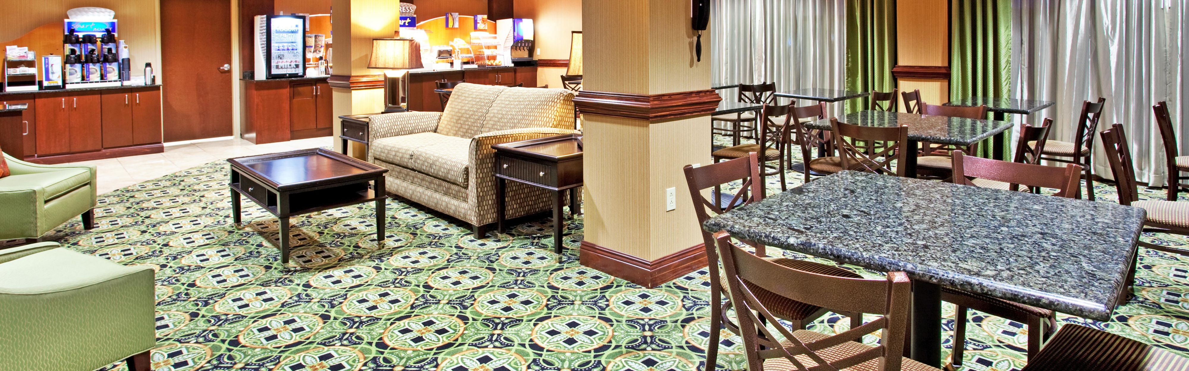 Holiday Inn Express & Suites Biloxi- Ocean Springs image 3