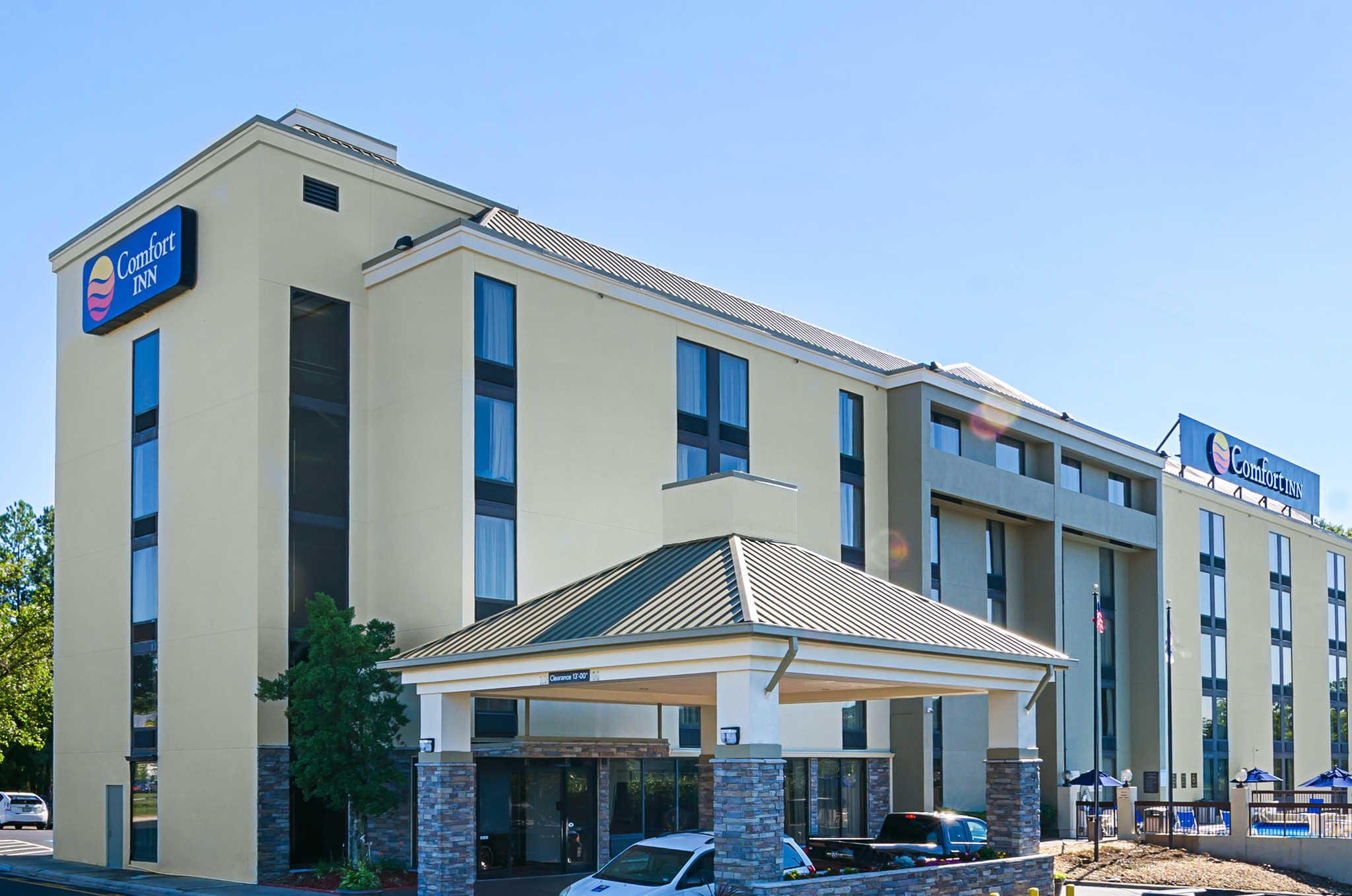 Comfort Inn & Suites Duke University-Downtown image 1