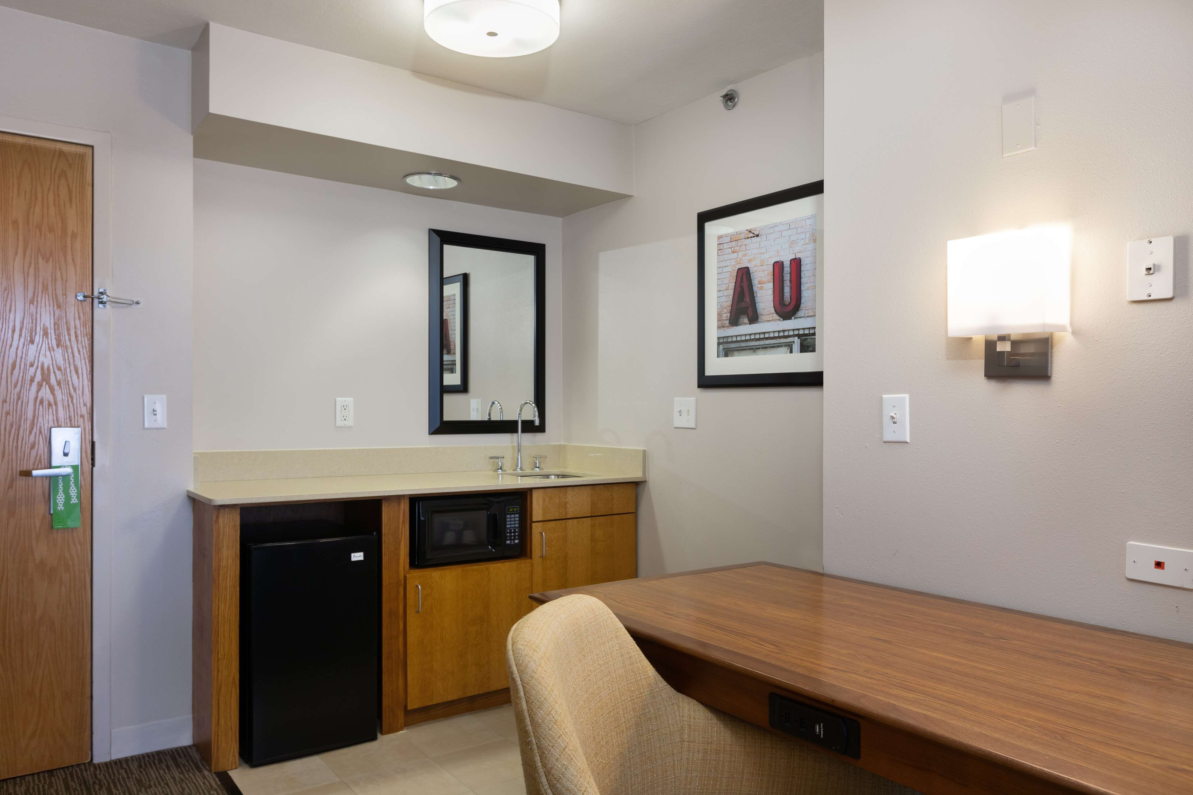 Hampton Inn & Suites Austin-Airport image 27