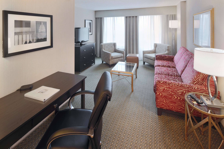 Hampton Inn & Suites Reagan National Airport image 14