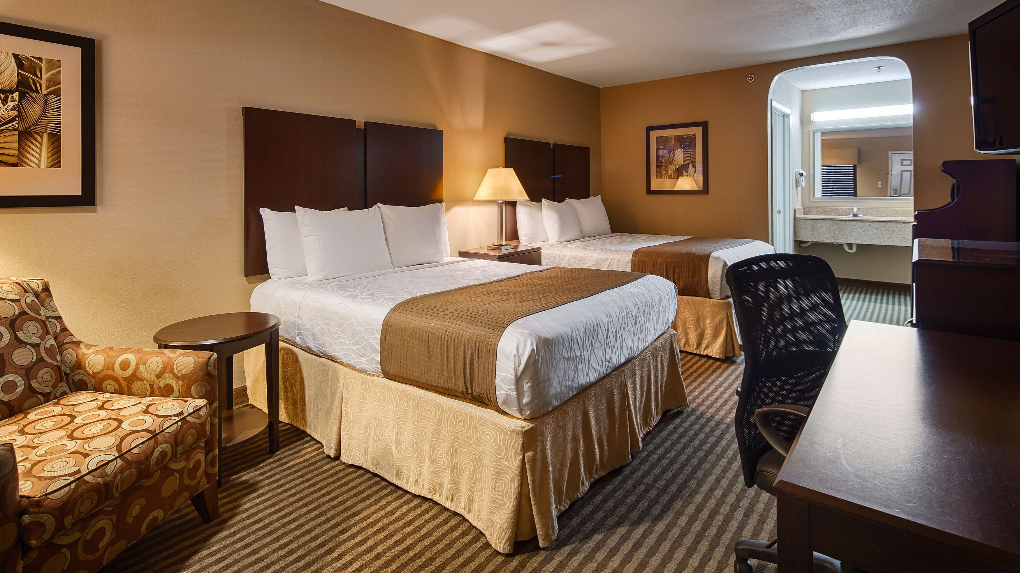 Best Western Cedar Inn image 15