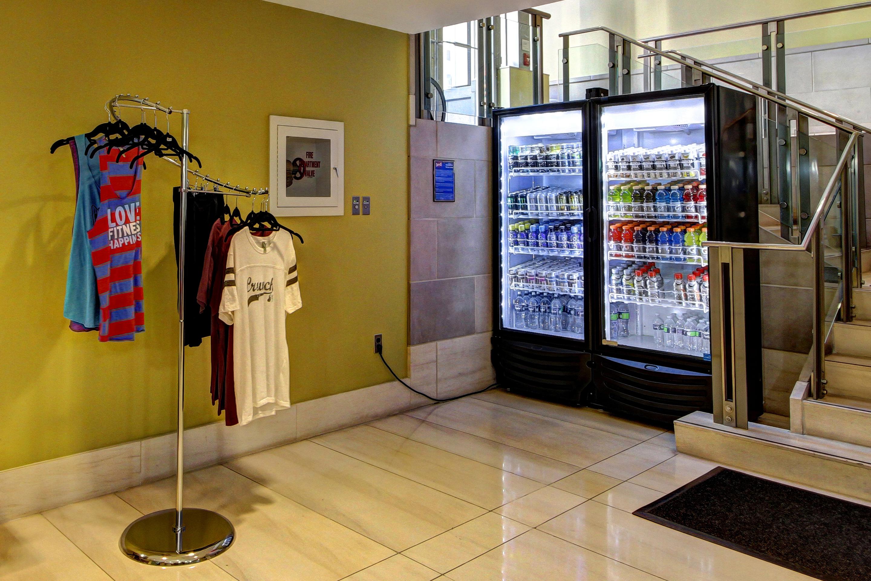 Crunch Fitness - Metro Center image 1