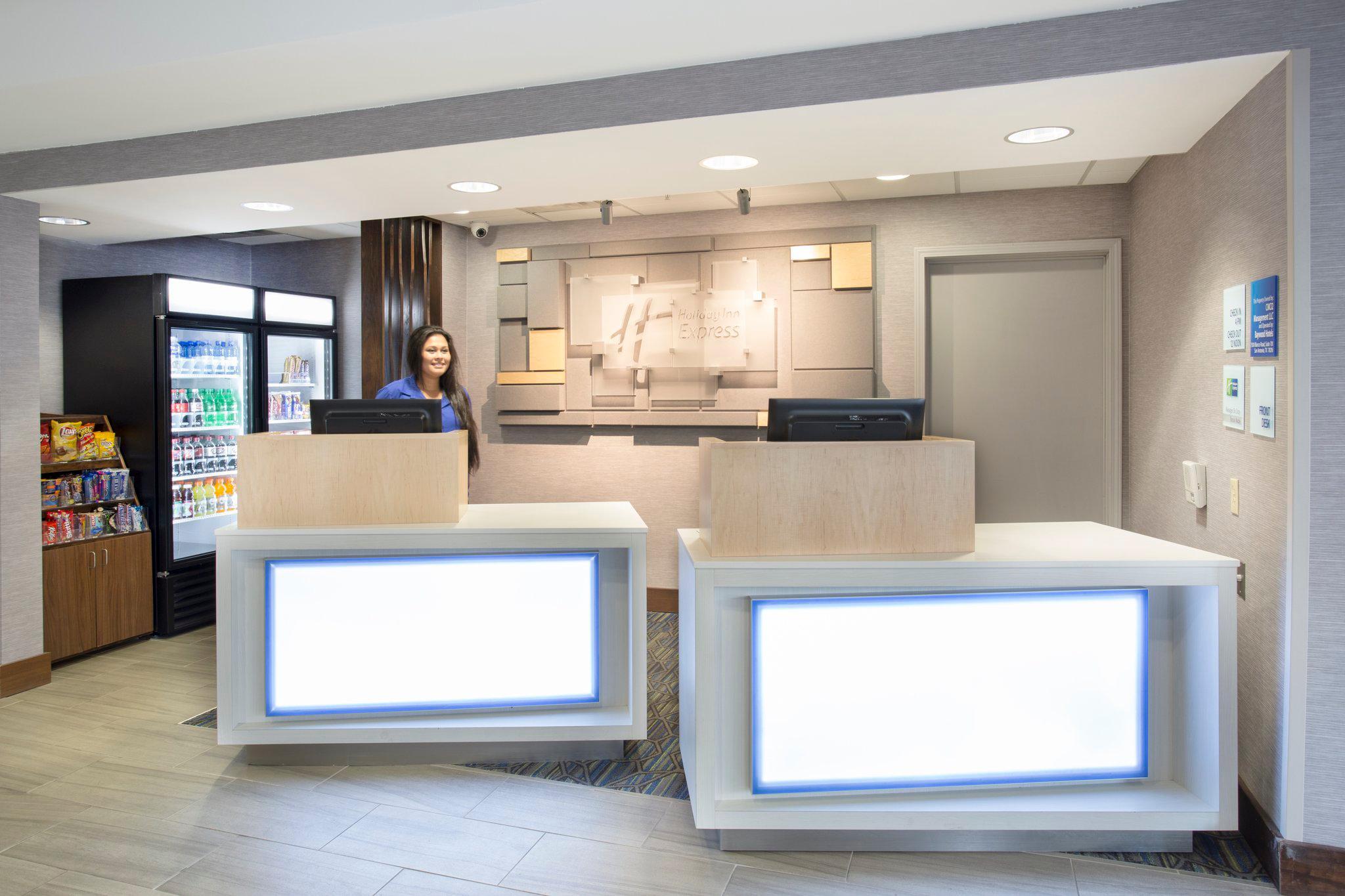 Holiday Inn Express Kansas City - at the Legends, an IHG Hotel