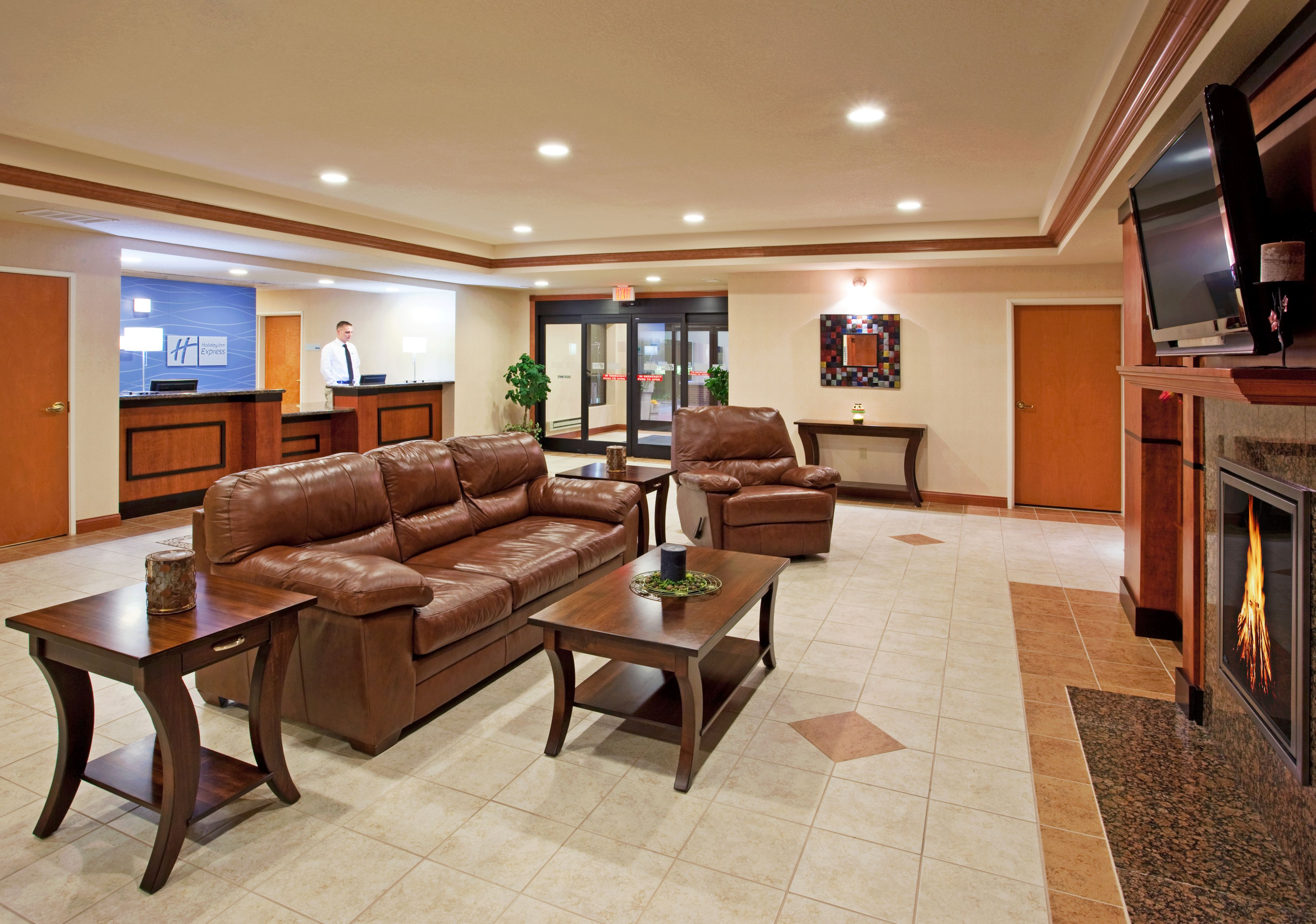 Holiday Inn Express & Suites East Lansing image 6