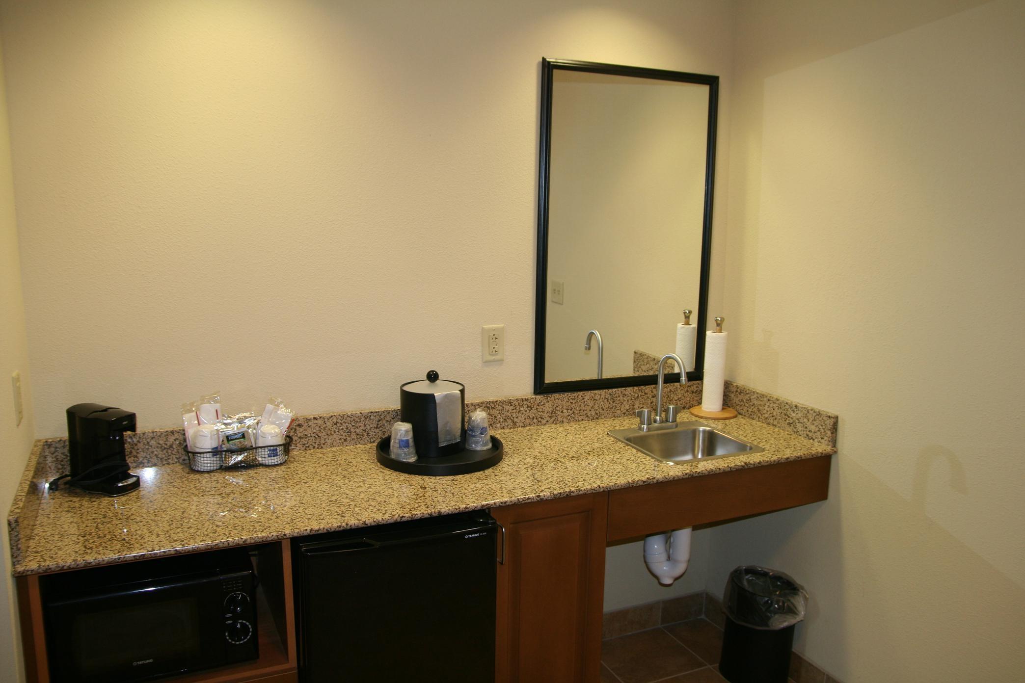Hampton Inn & Suites Warren image 18