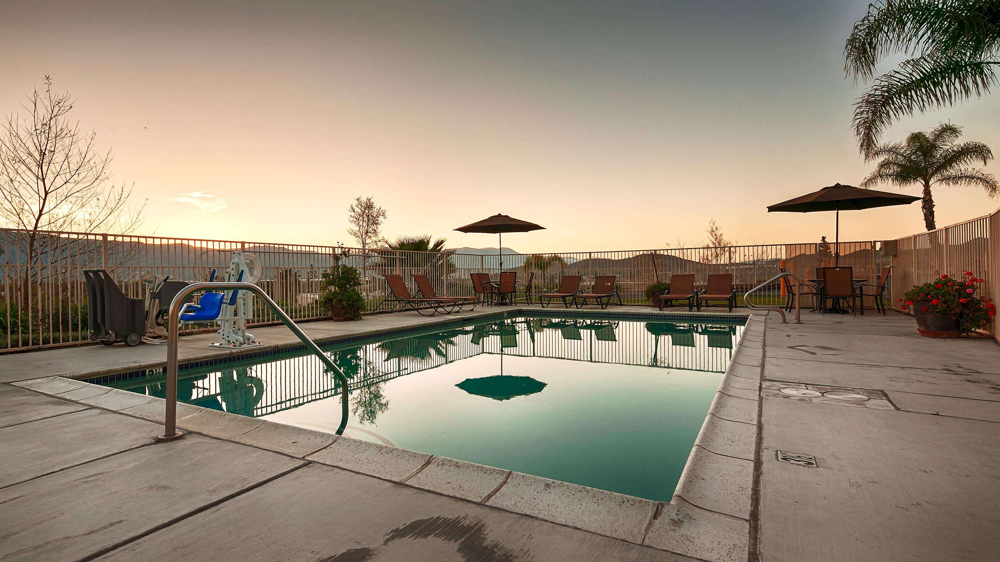 Best Western Plus Lake Elsinore Inn & Suites image 15