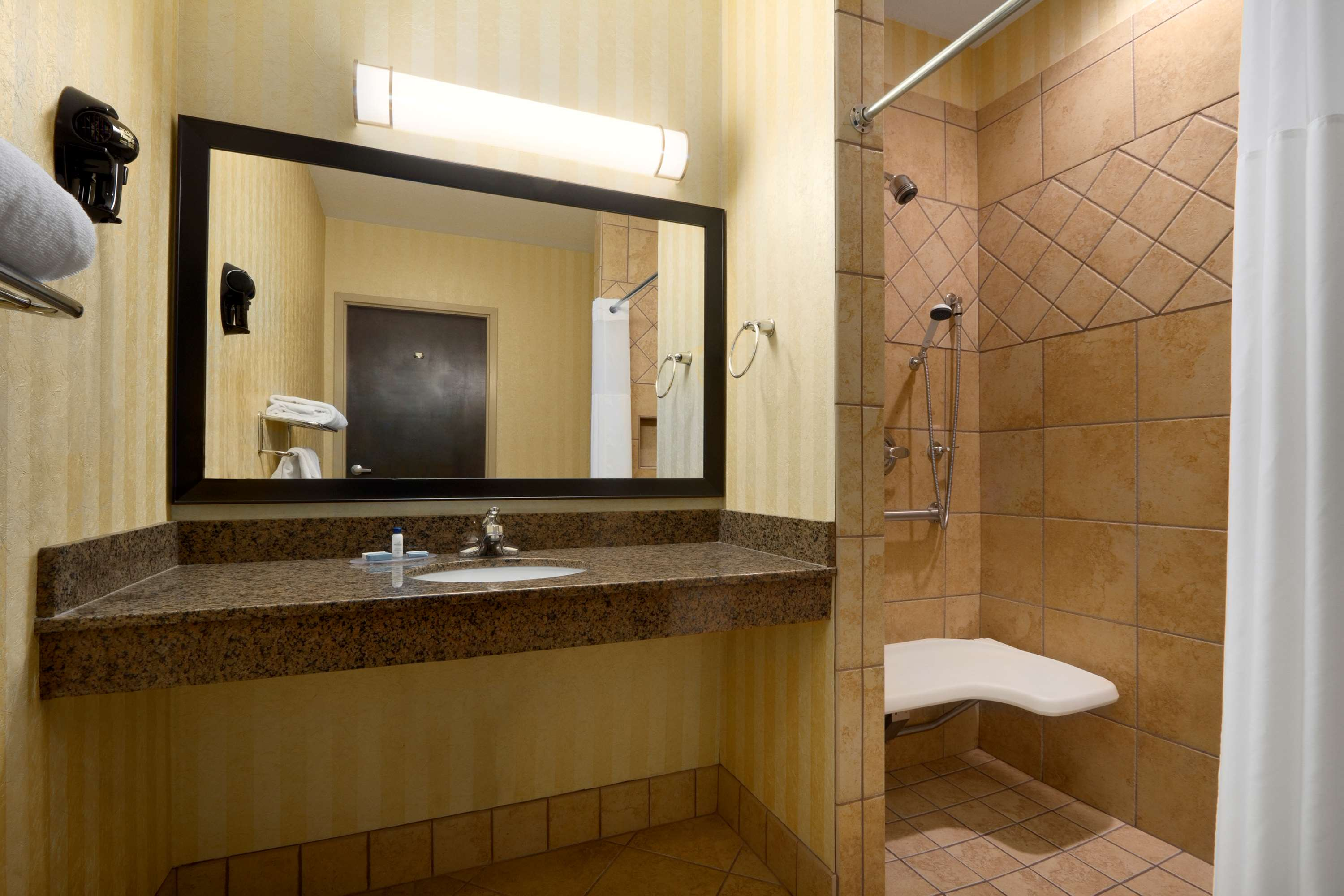 Best western asheville tunnel road asheville nc for Best bathrooms on the road