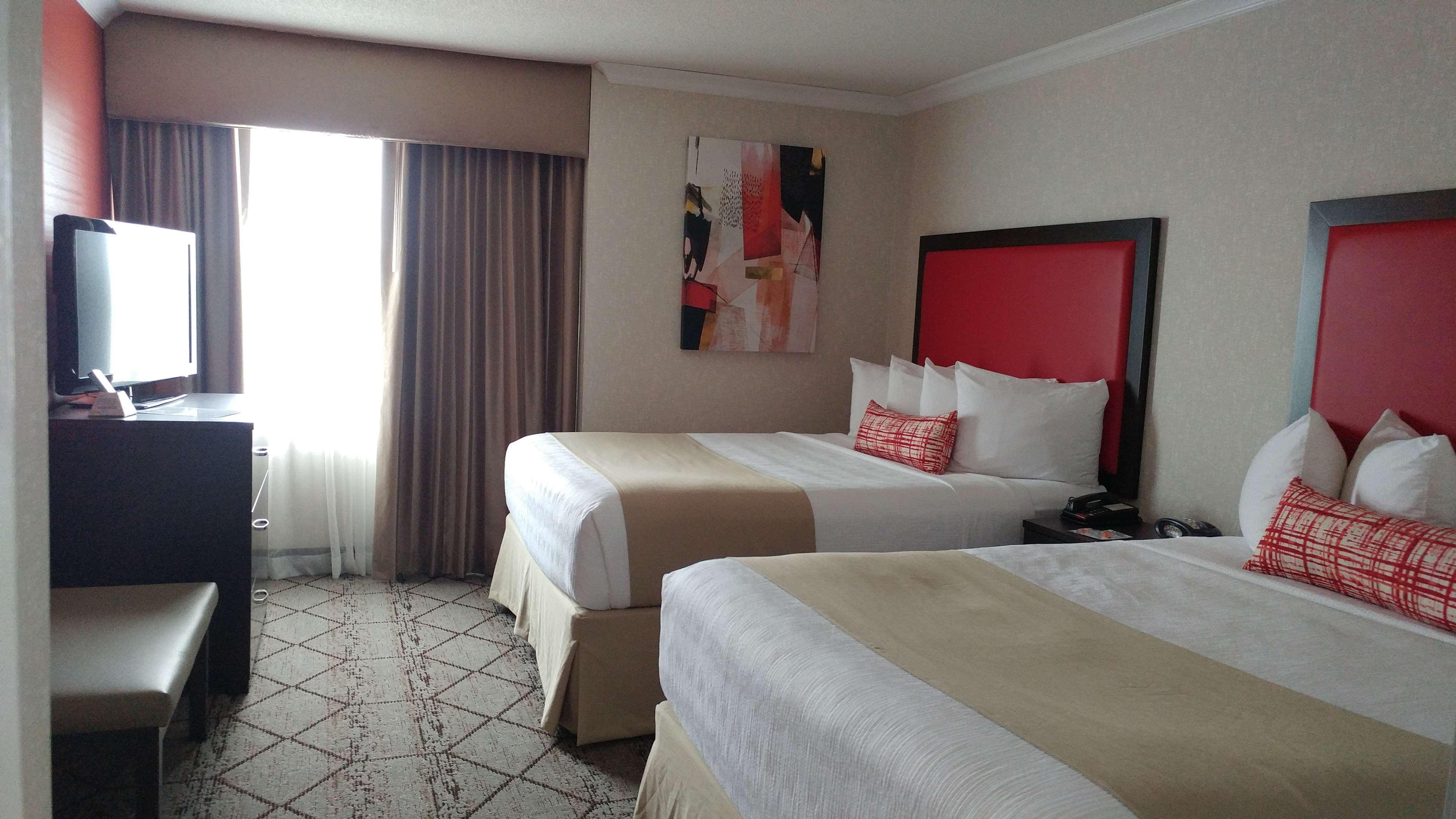 Best Western Plus Rose City Suites in Welland: Two Queen Bed Suite