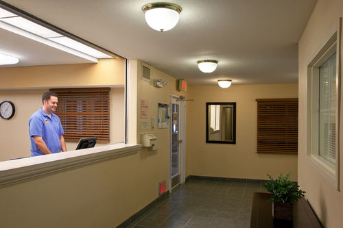 Candlewood Suites Cleveland-N. Olmsted image 2
