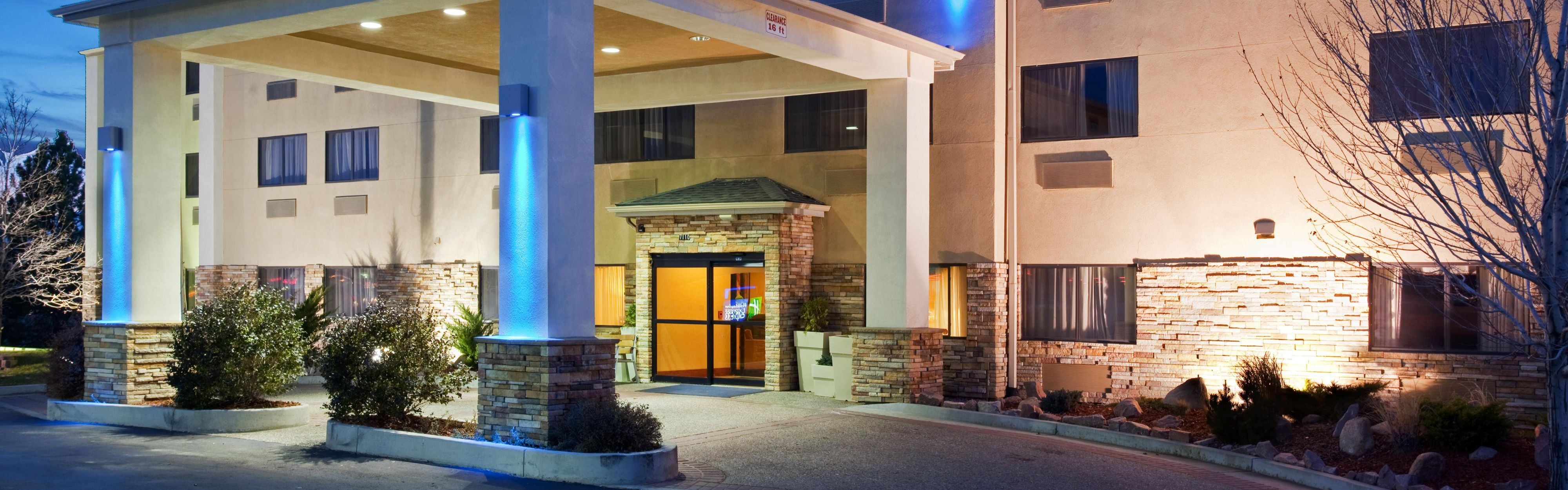 Holiday Inn Express & Suites Colorado Springs North image 0