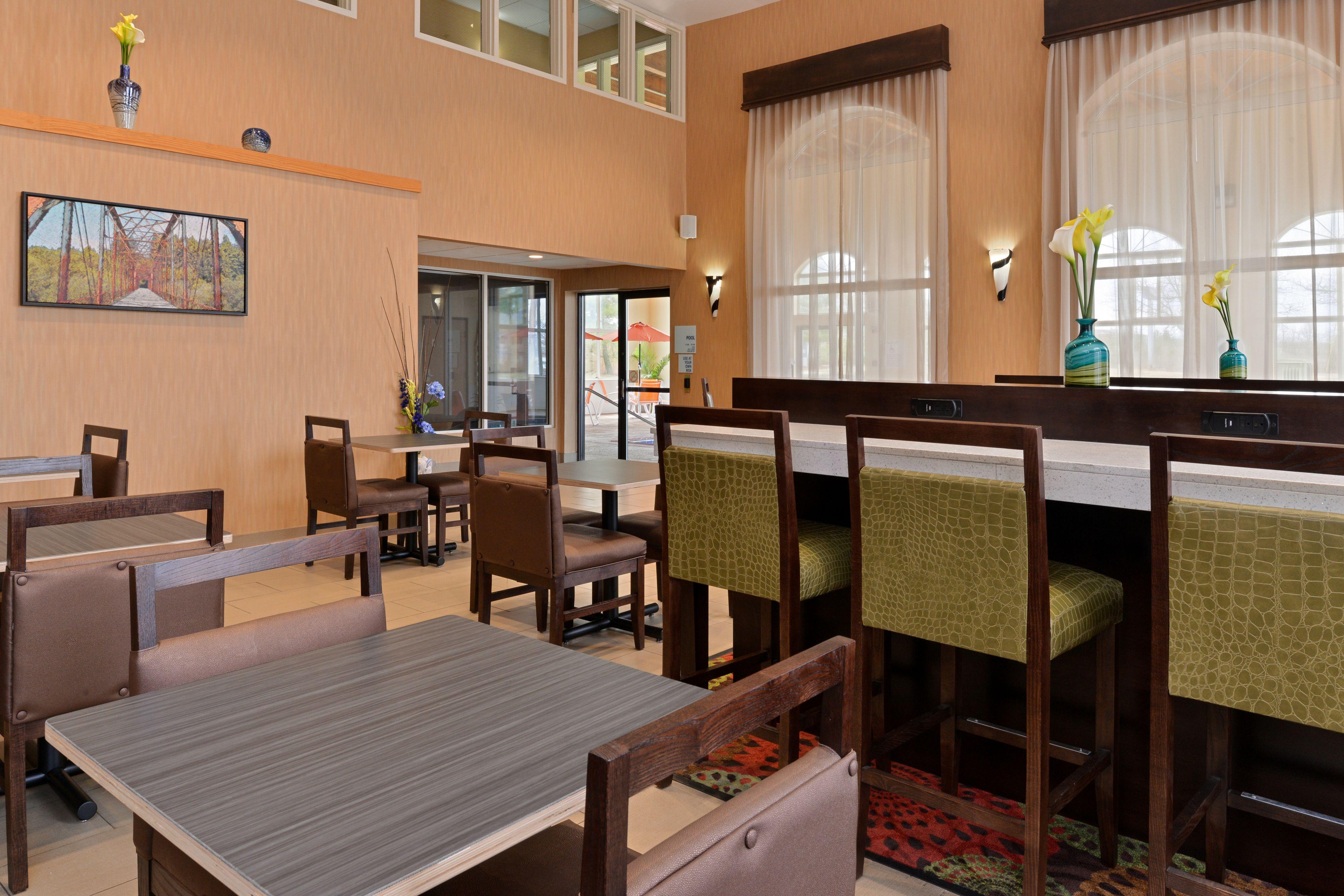Holiday Inn Express Cincinnati-N/Sharonville image 5