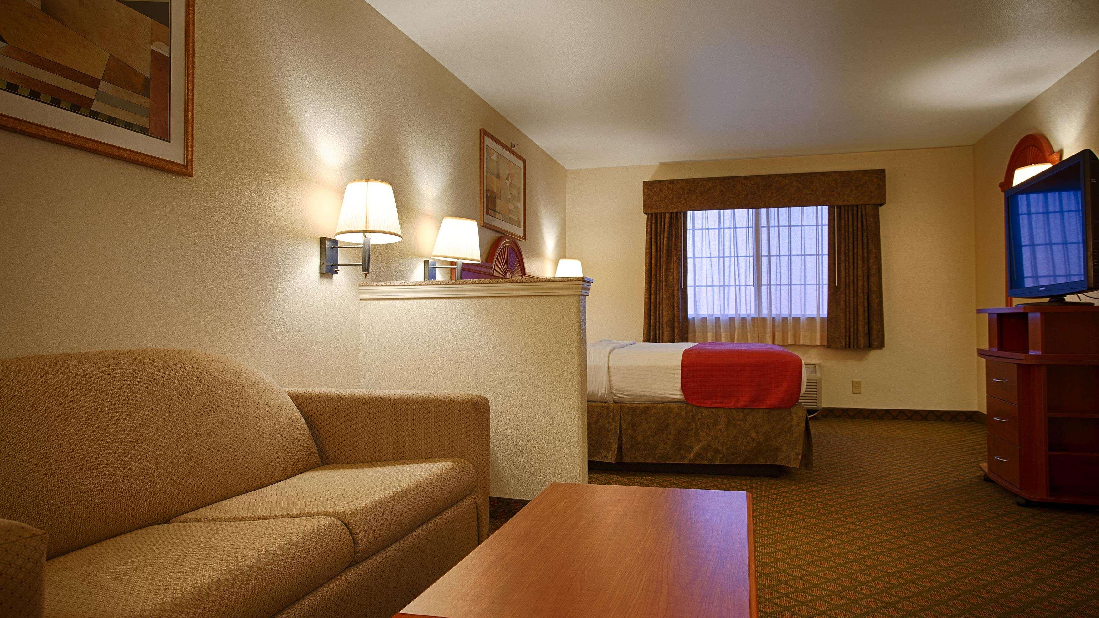 Best Western Henrietta Inn & Suites image 12