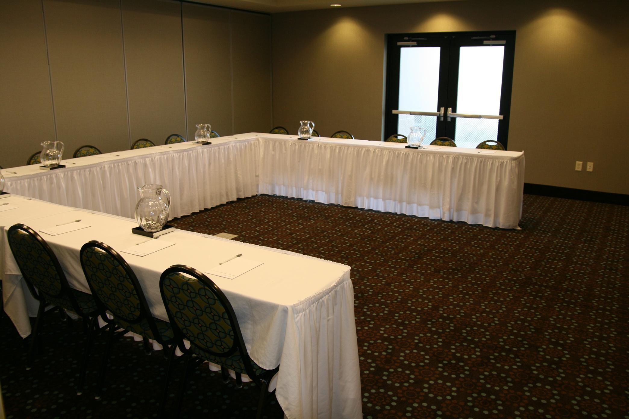 Half Room U-Shaped Meeting Room
